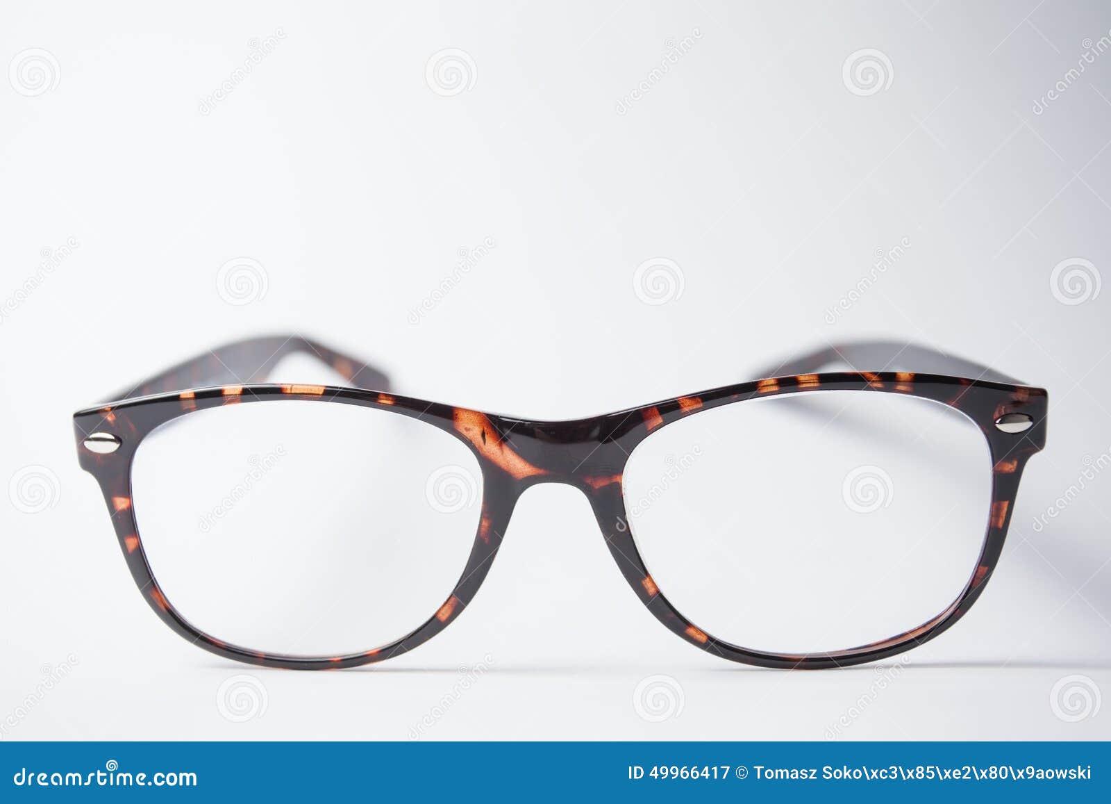 Ett par av moderiktigt brunt glasögon