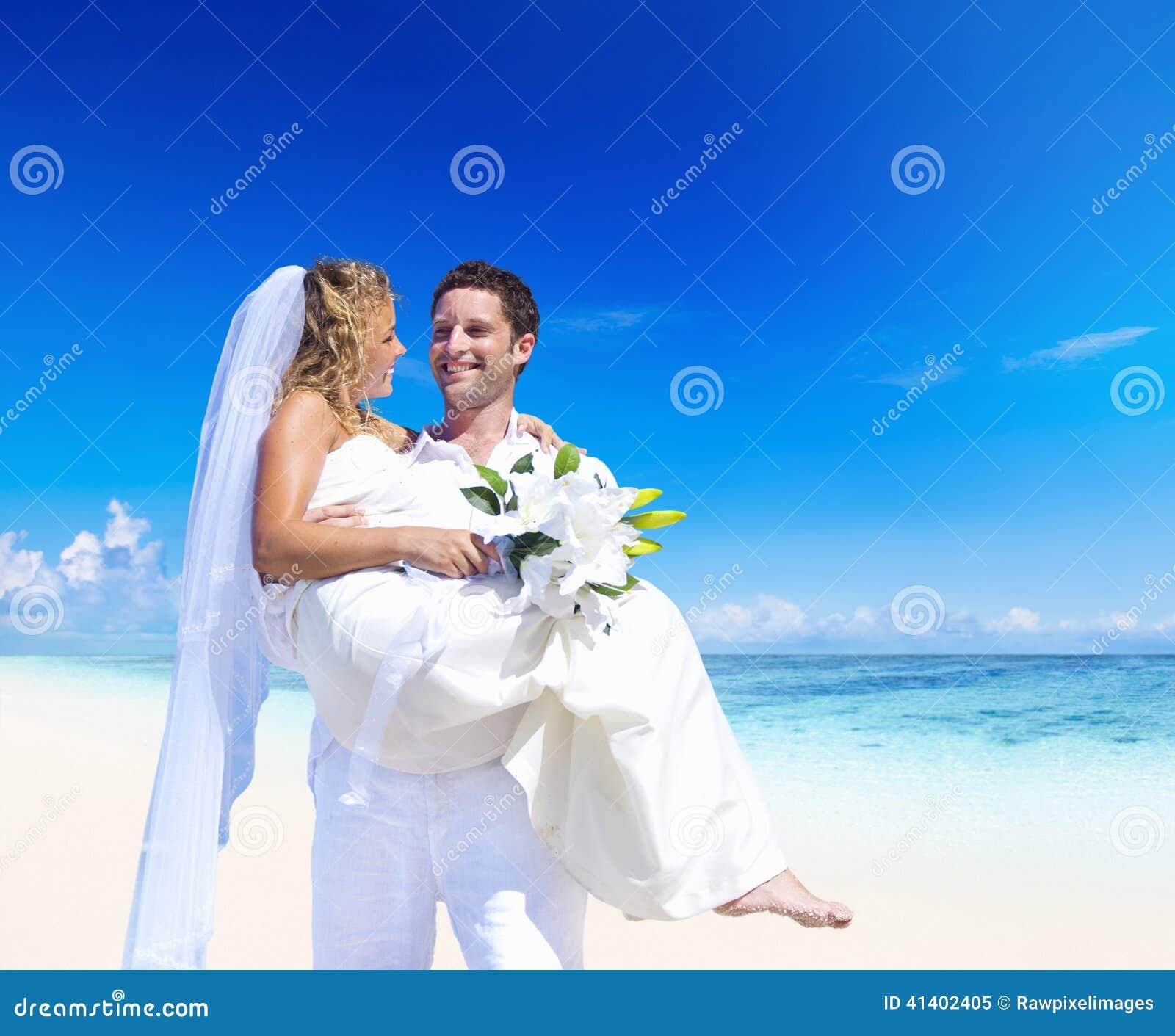 Ett parbröllop på stranden