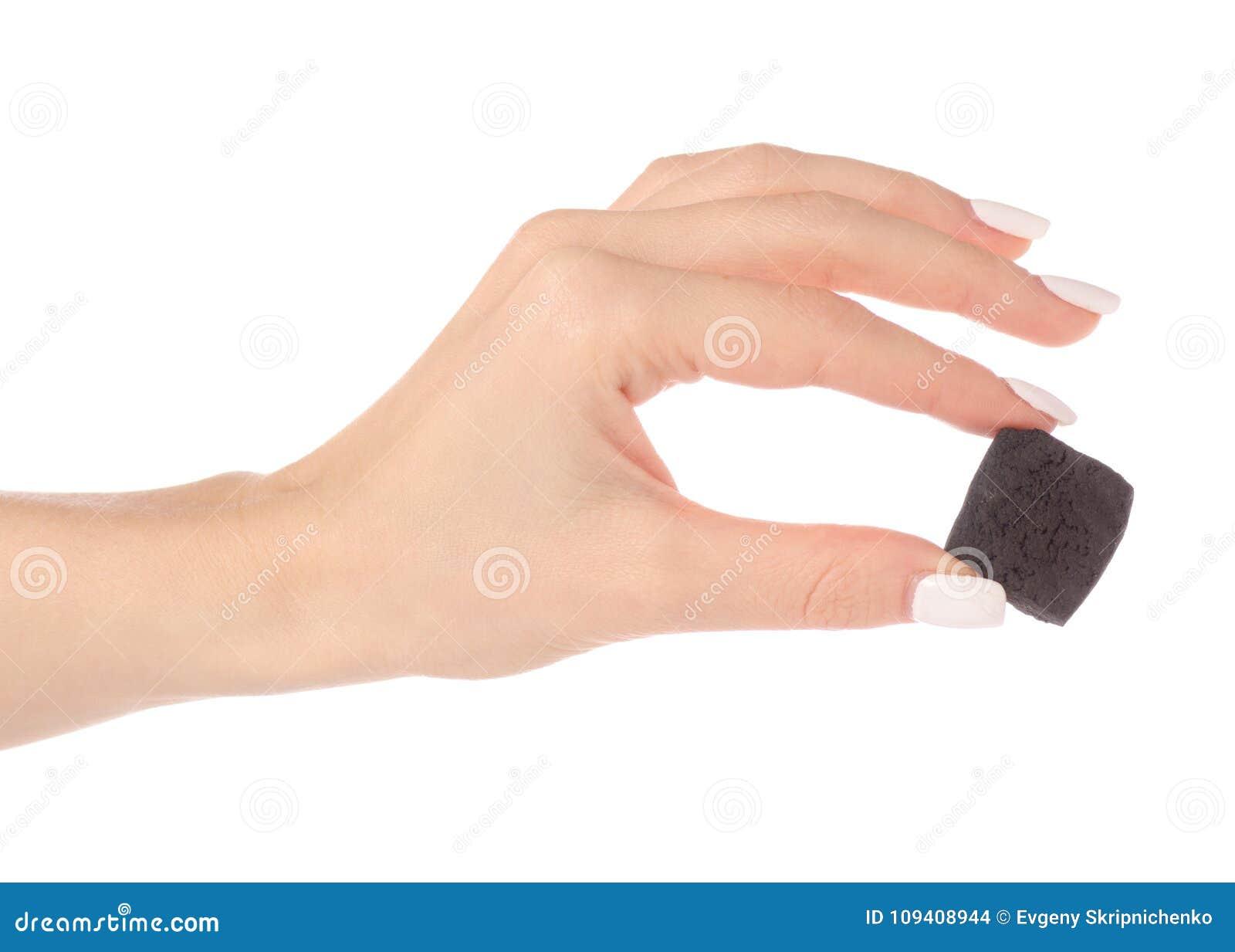 Ett stycke av kol i hand