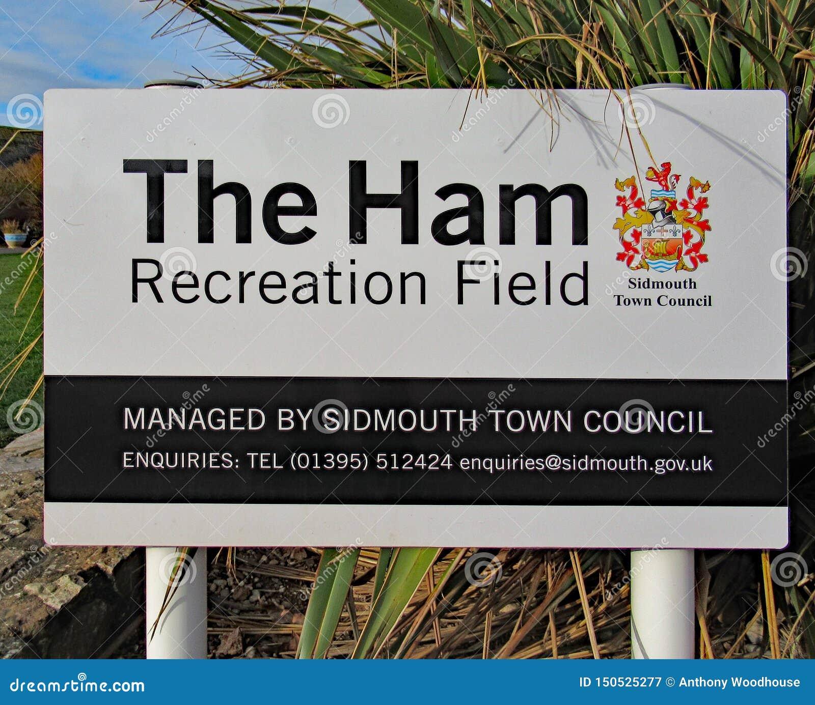 Ett tecken för Ham Recreation Field i Sidmouth, Devon Denna är också den huvudsakliga mötesplatsen för den årliga Sidmouth folk v