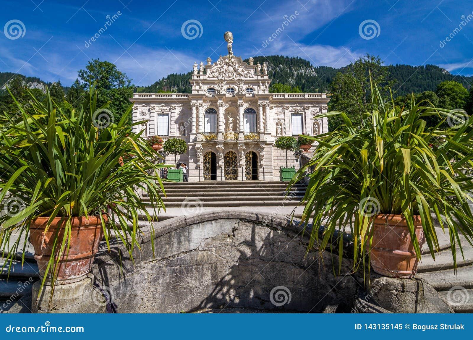 Ettal, Германия, 14-ое августа 2017: Дворца красивых королей в Linderhof, Баварии, Германии