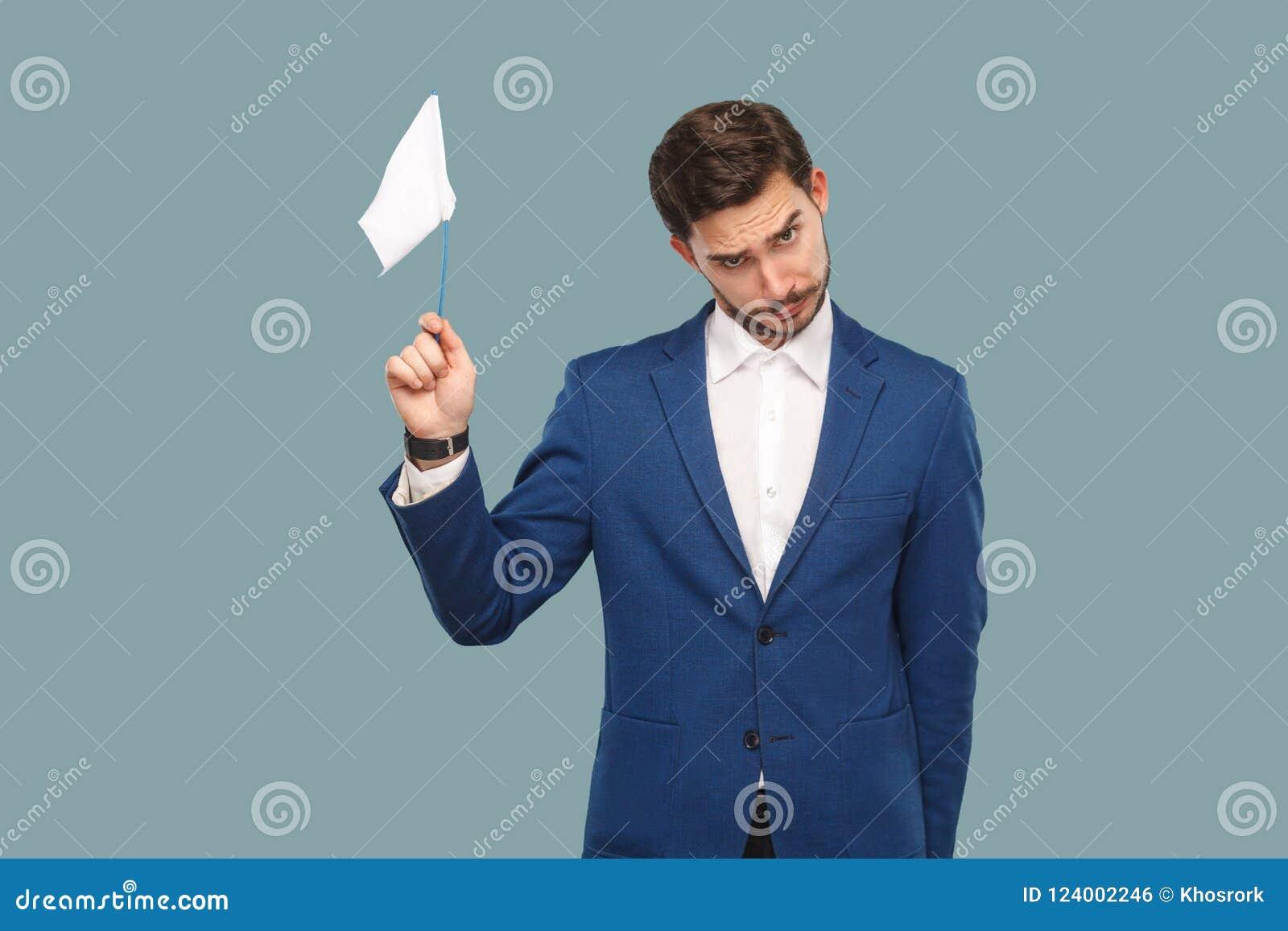 Eu sou dou acima homem de negócios triste da falha no casaco azul e em s branco