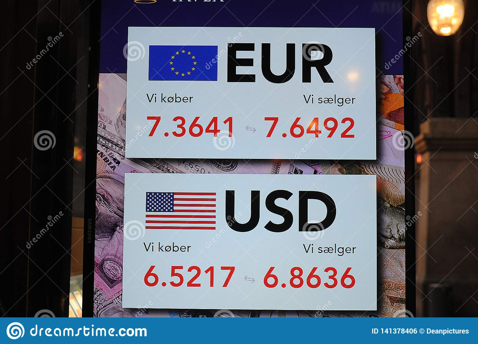 EUO AND USA DOLLAR EXCHANGE RATE Editorial Photo - Image of