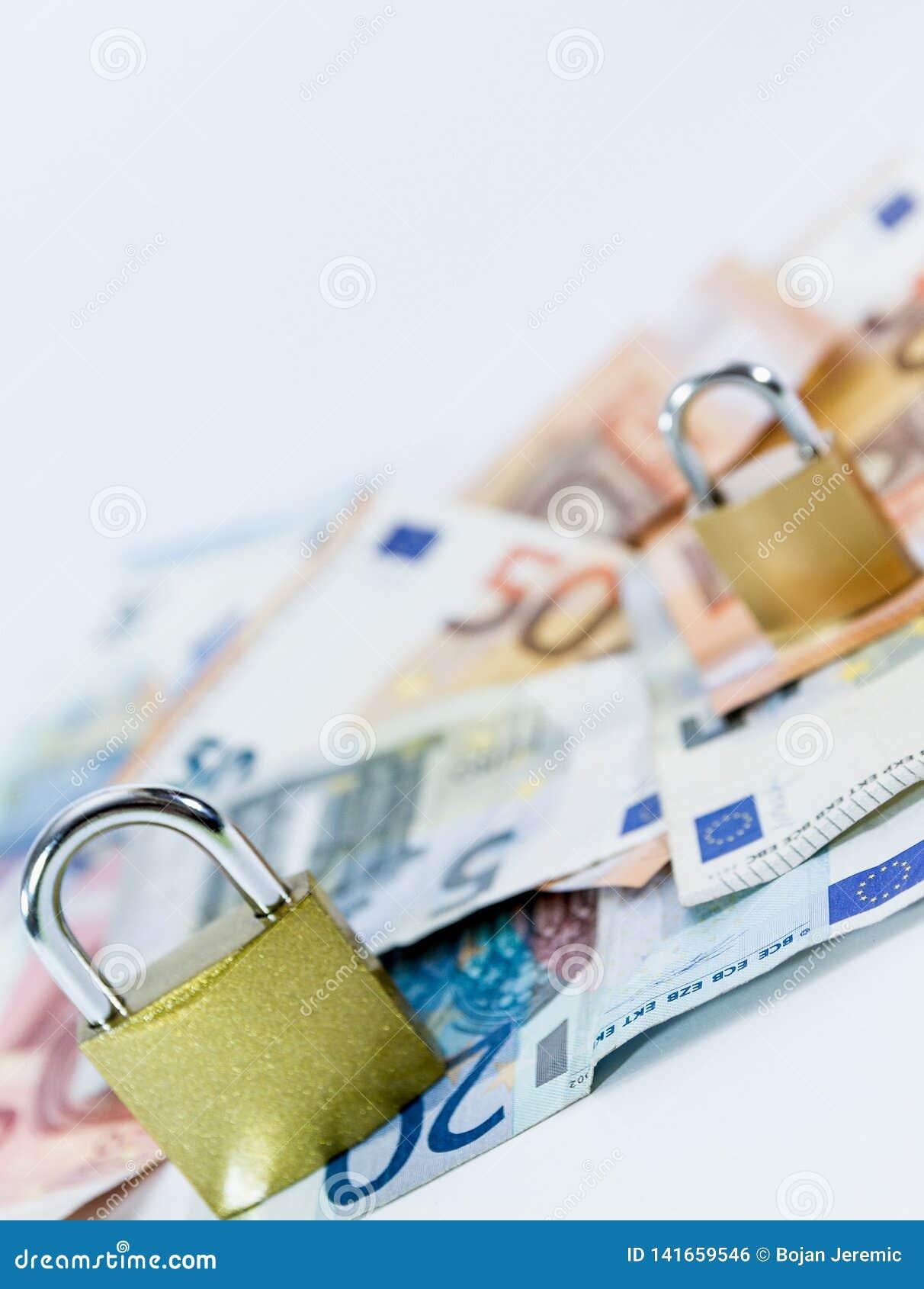Euro billets de banque de valeur d argent avec le cadenas, système de paiement d Union européenne