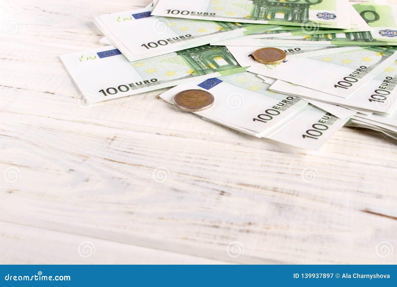 Euro fatture e monete dei soldi