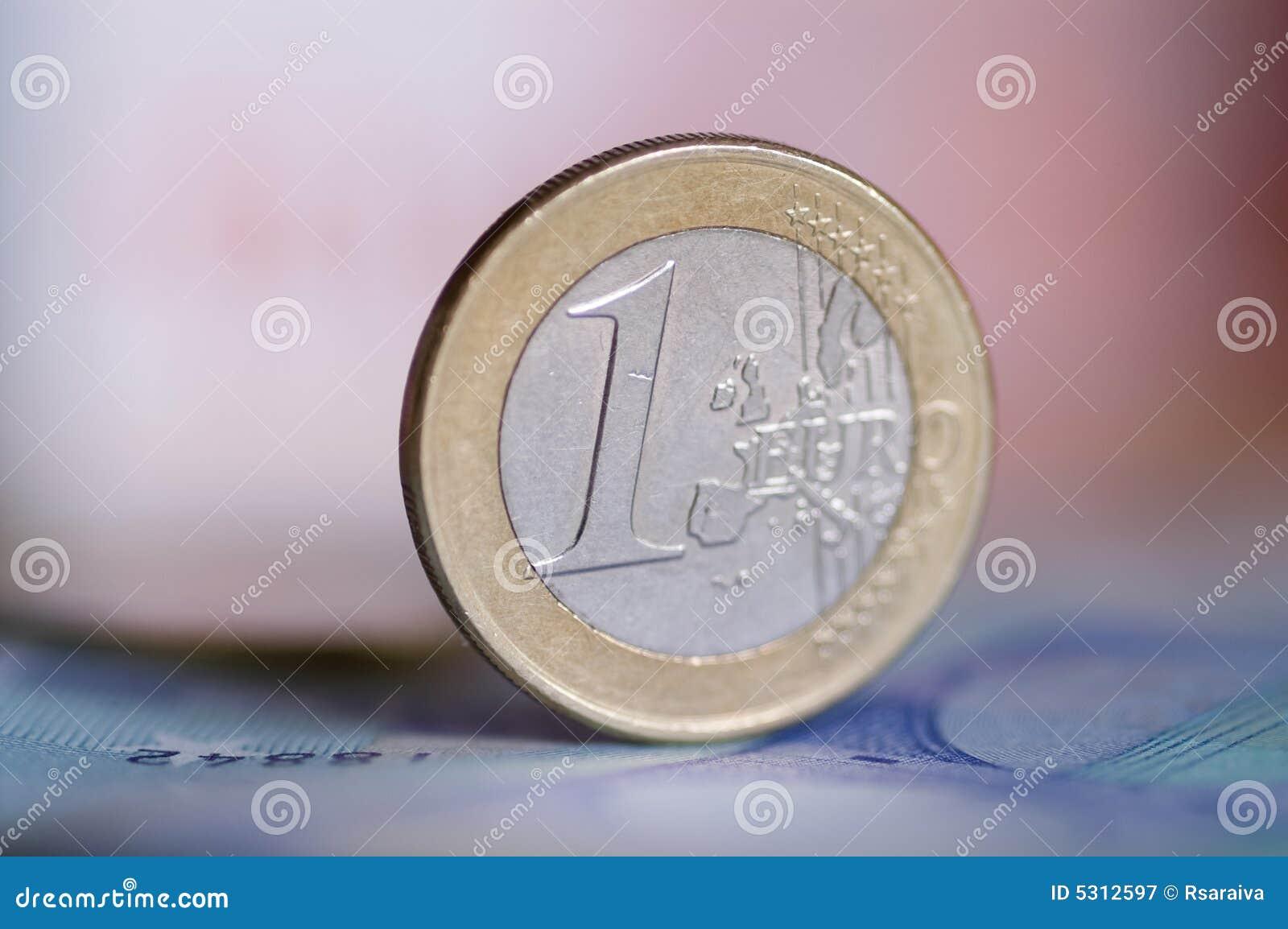Download Euro moneta immagine stock. Immagine di commercio, euro - 5312597