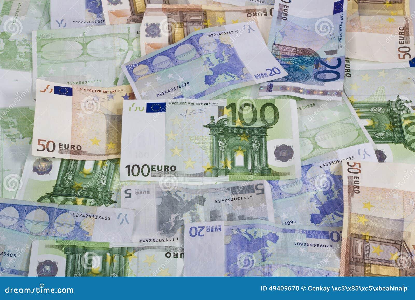 Download Eurobanknoten über Weiß stockfoto. Bild von anmerkungen - 49409670