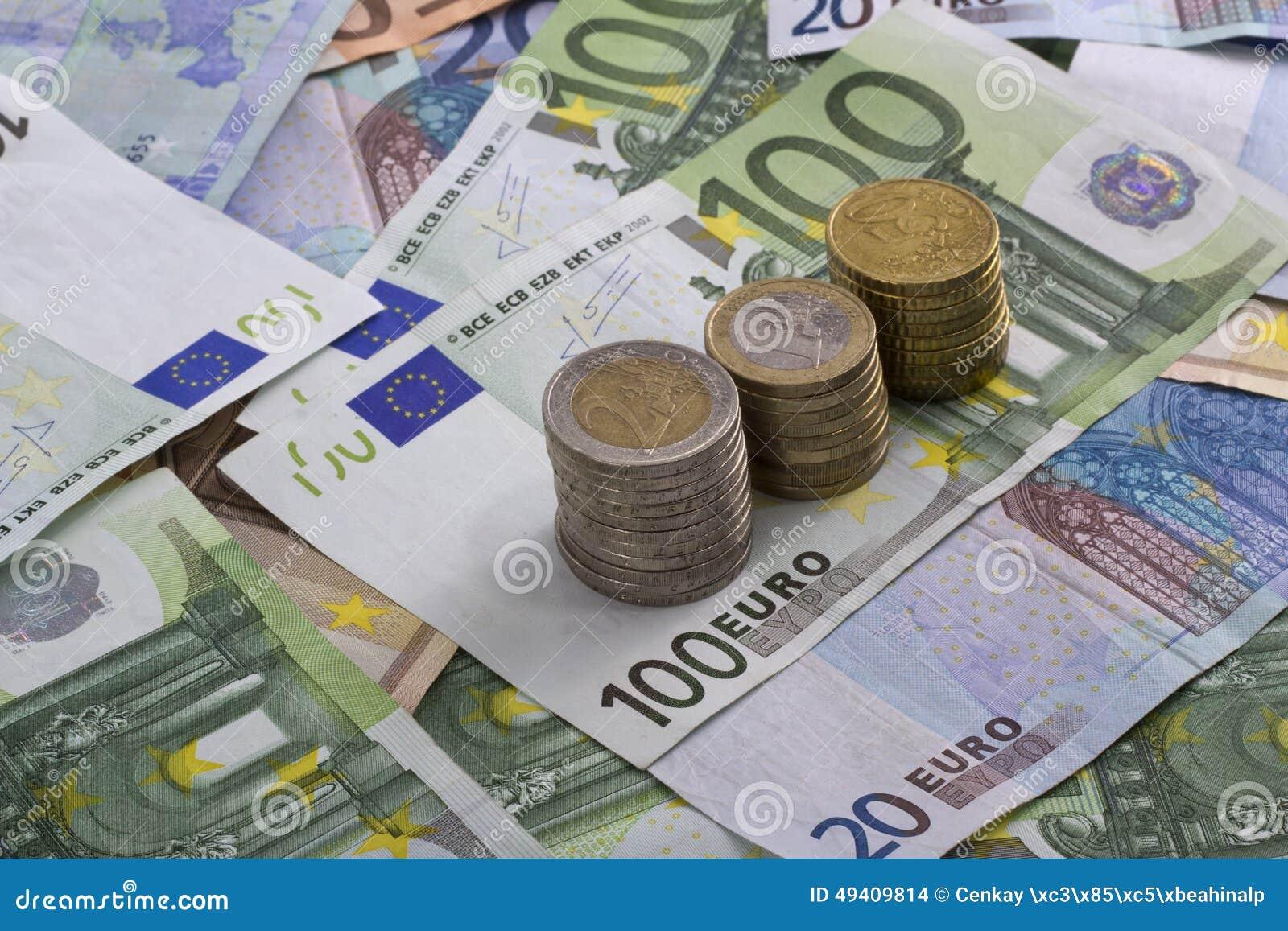 Download Eurobanknoten über Weiß stockfoto. Bild von europa, finanziell - 49409814