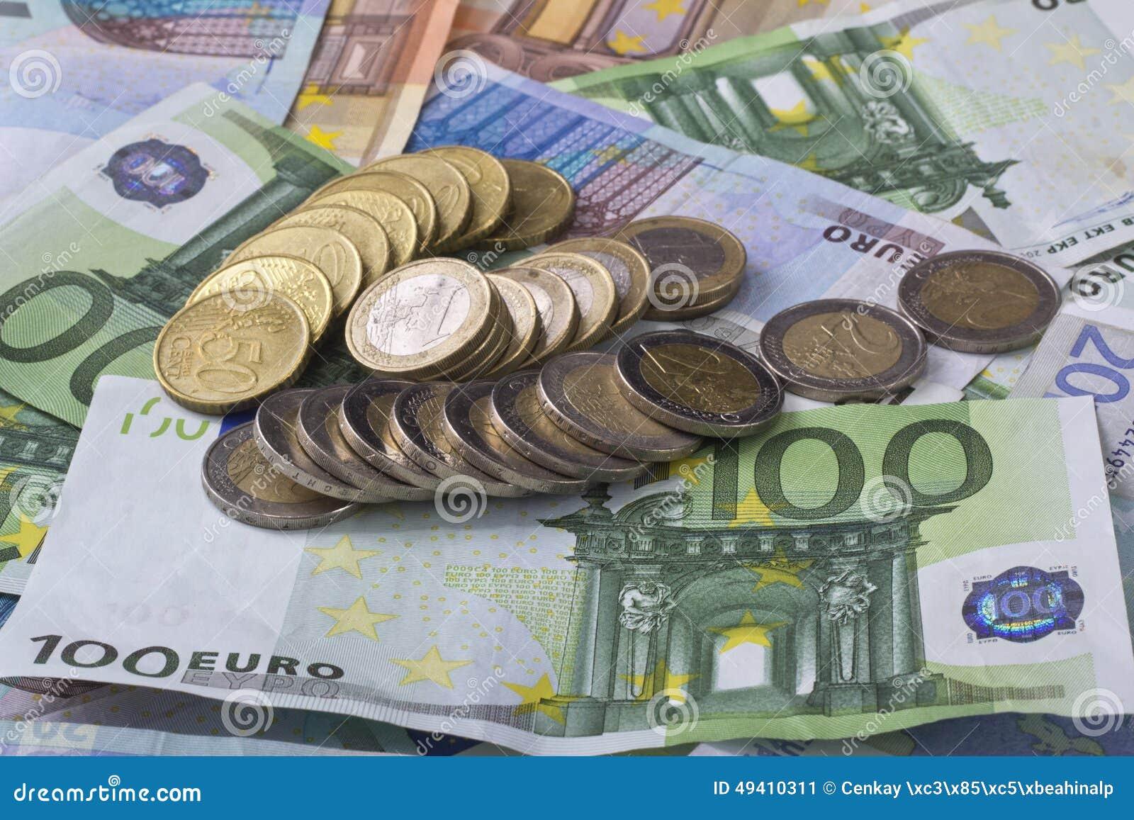 Download Eurobanknoten über Weiß stockbild. Bild von rechnung - 49410311