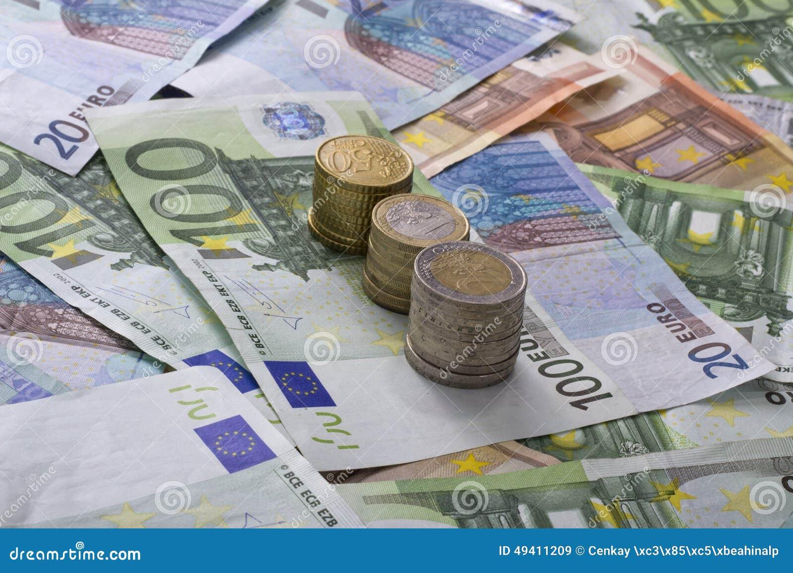 Download Eurobanknoten über Weiß stockbild. Bild von banknote - 49411209