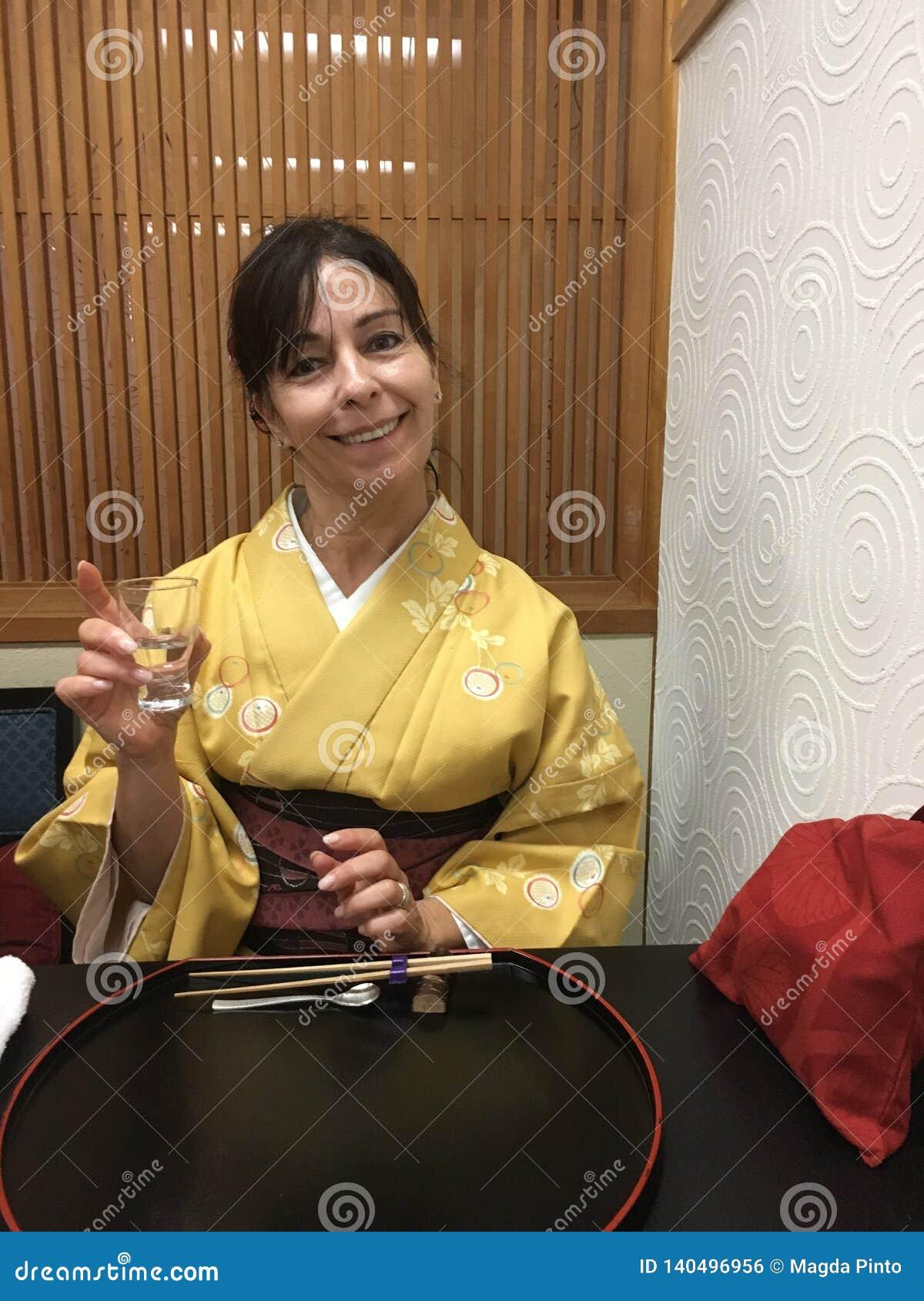 Europäischer Tourist im Kimono