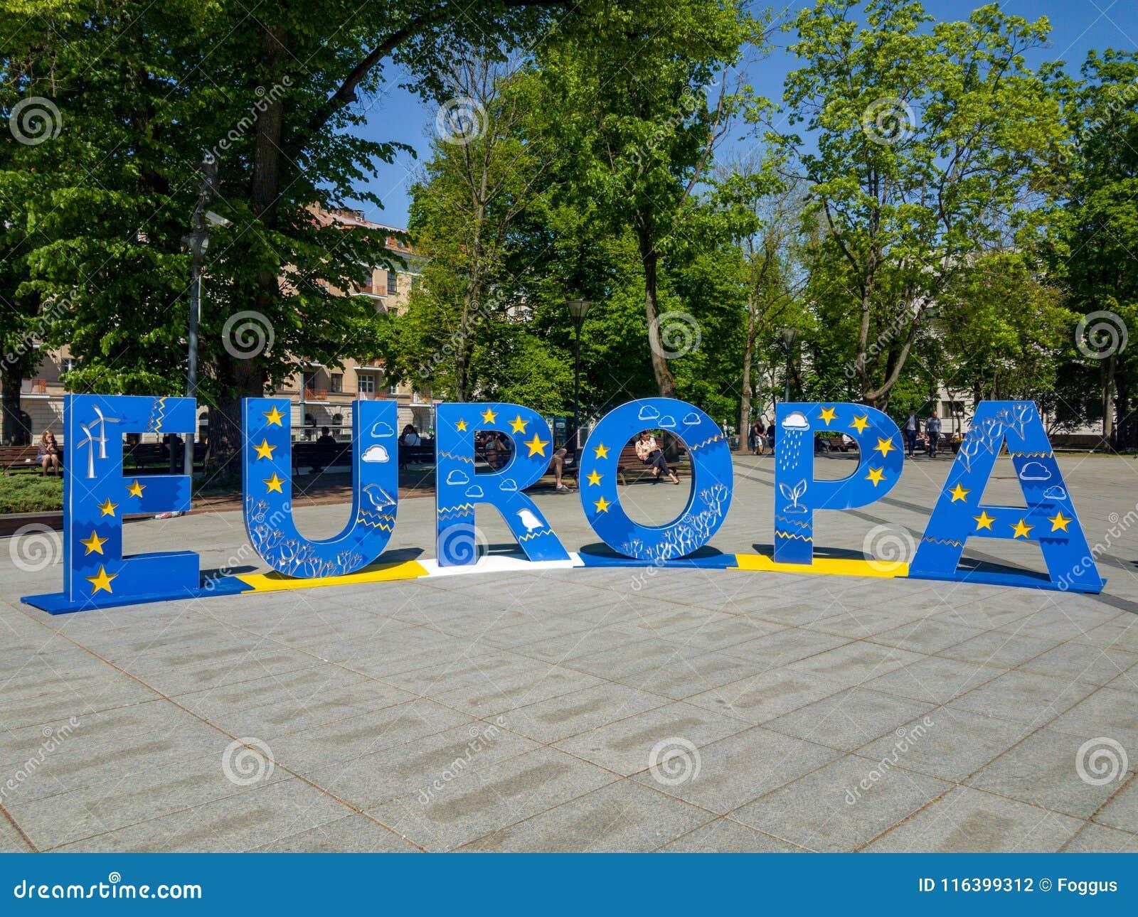 Europa nelle grandi lettere blu