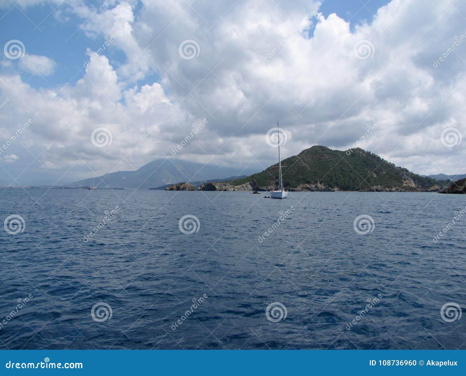 Europa Región mediterránea MAR ADRIÁTICO Croacia dalmatia Navegación entre las islas Estación 2015 de la navegación
