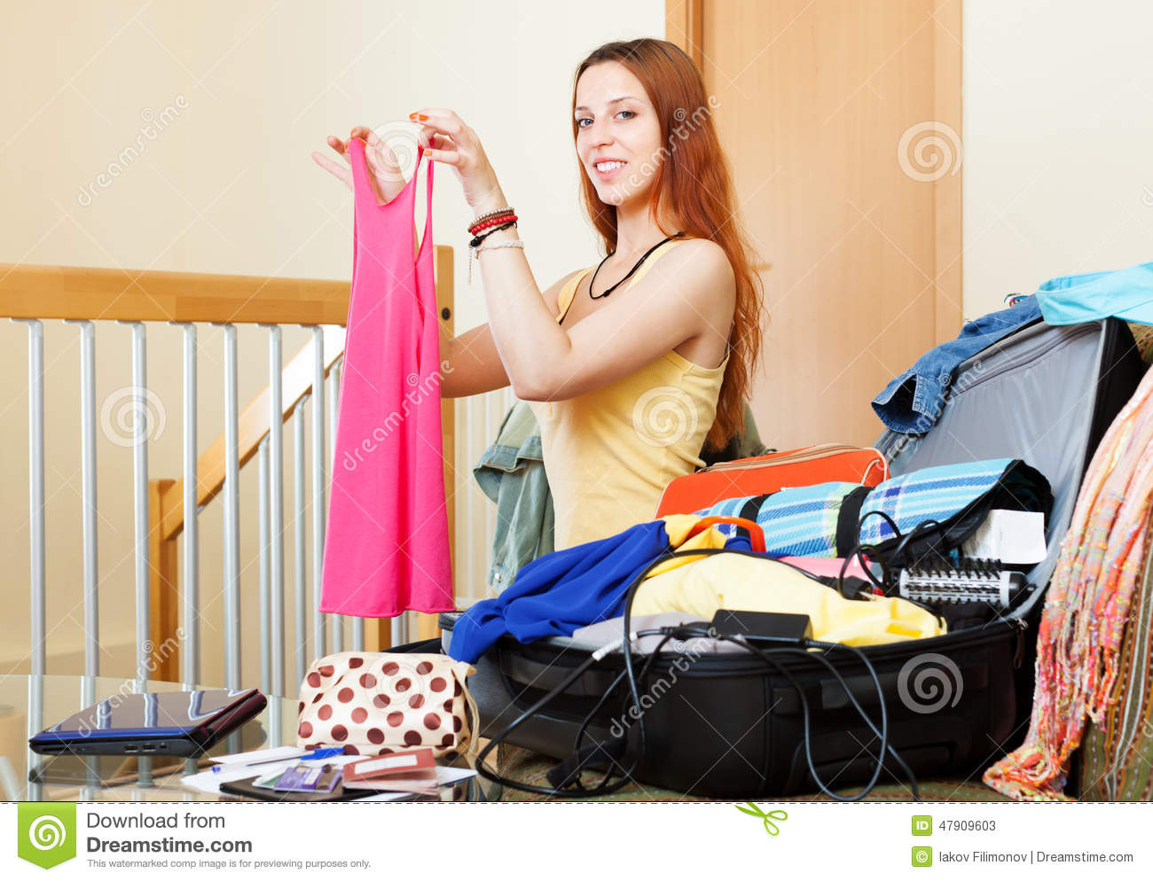 European woman choosing clothes for vacation stock photo - Vacaciones en casa ...
