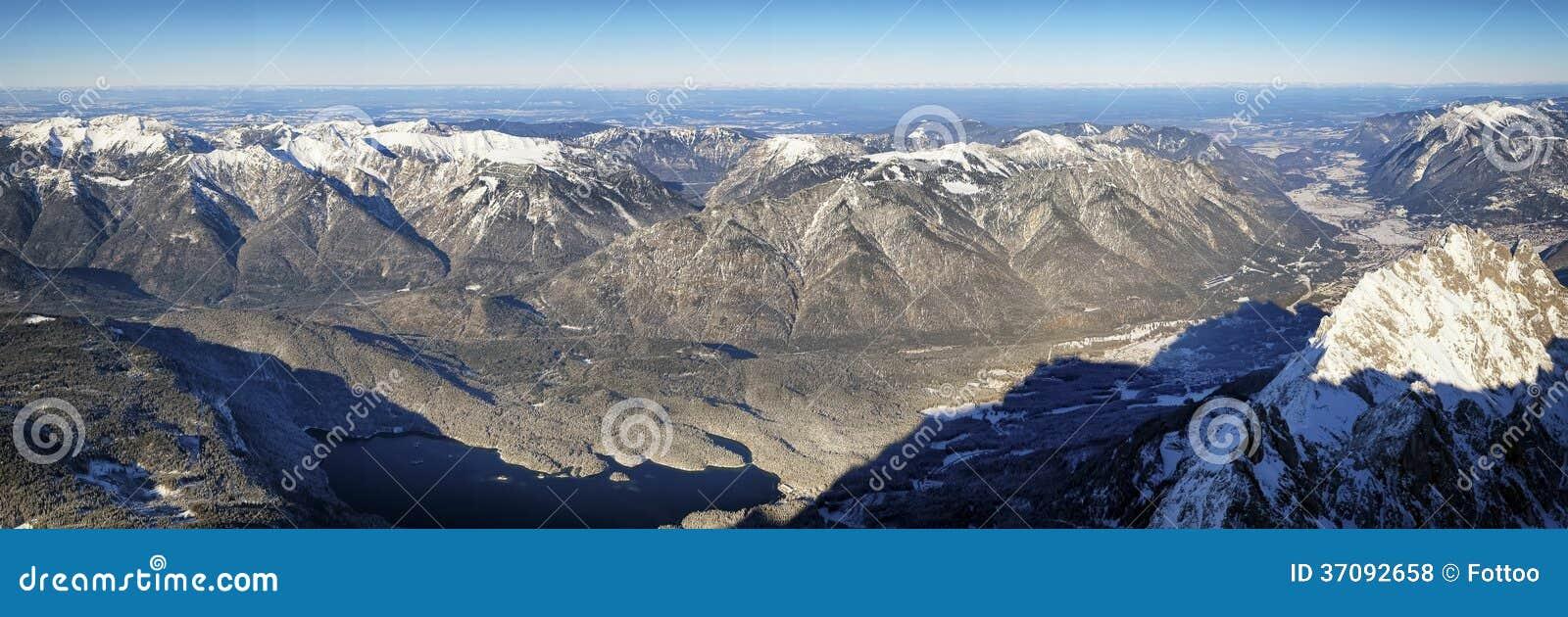 Download Europejscy alps zdjęcie stock. Obraz złożonej z ekstremum - 37092658