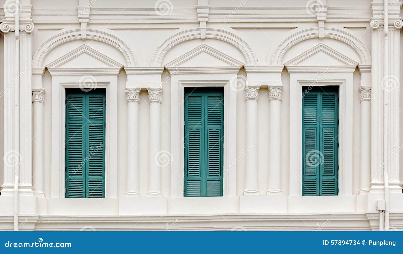 europ isches art fenster mit gr nen fensterl den stockfoto bild 57894734. Black Bedroom Furniture Sets. Home Design Ideas