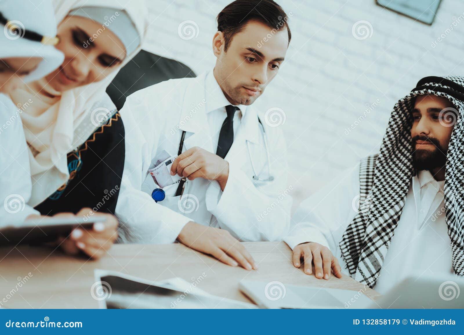 Euros Money de doação paciente árabe a medicar