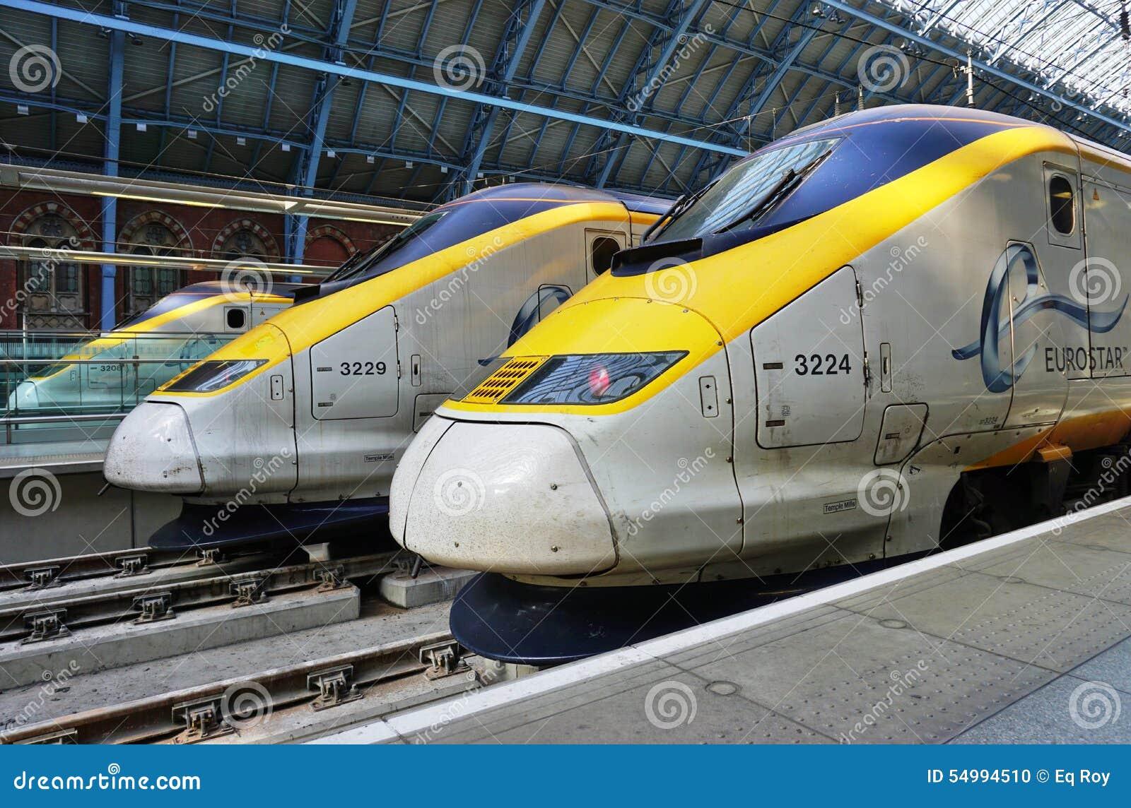 Eurostar utbildar på den St Pancras stationen i London