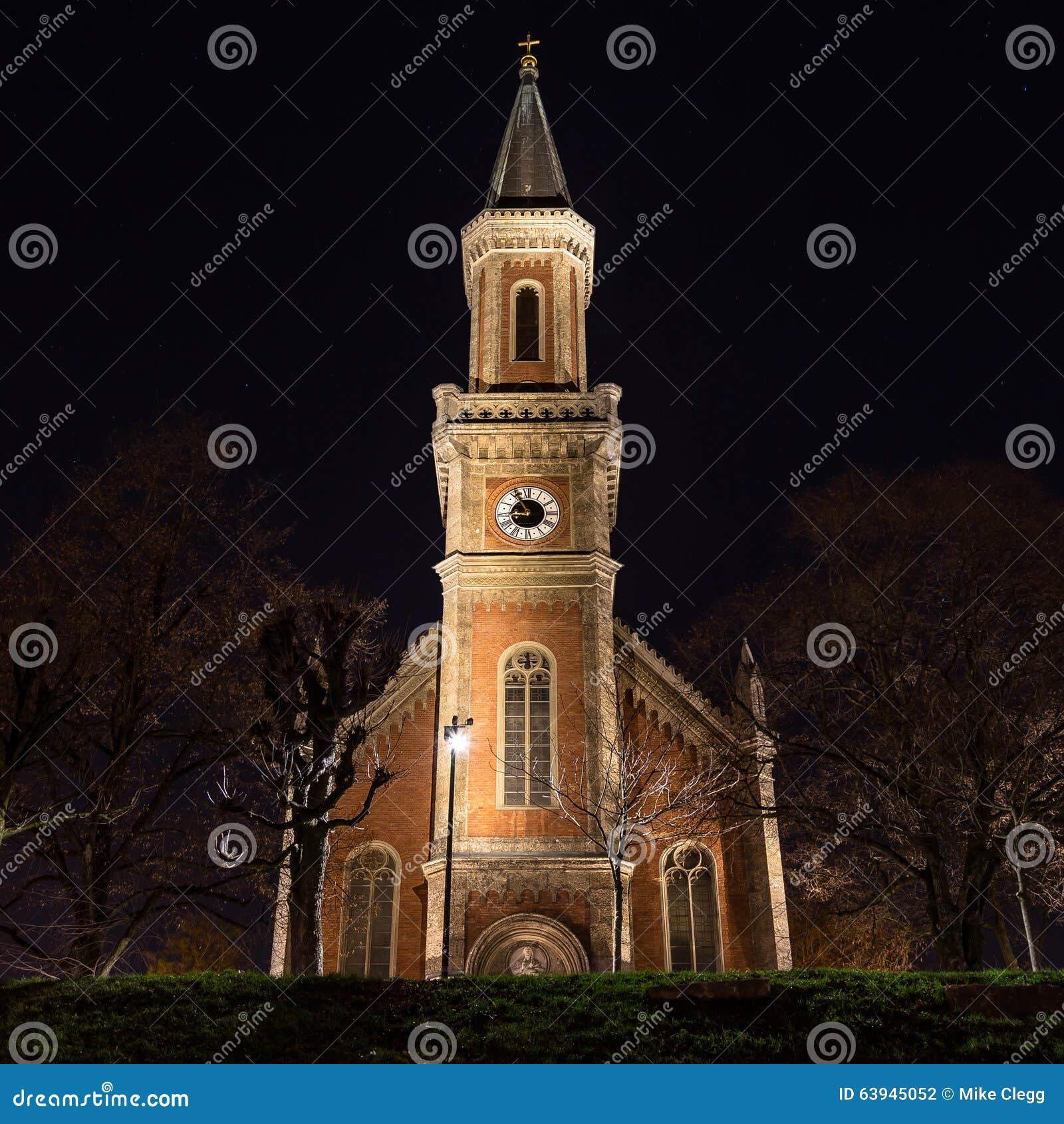 Evangelische Christuskirche kyrka i Salzburg på natten