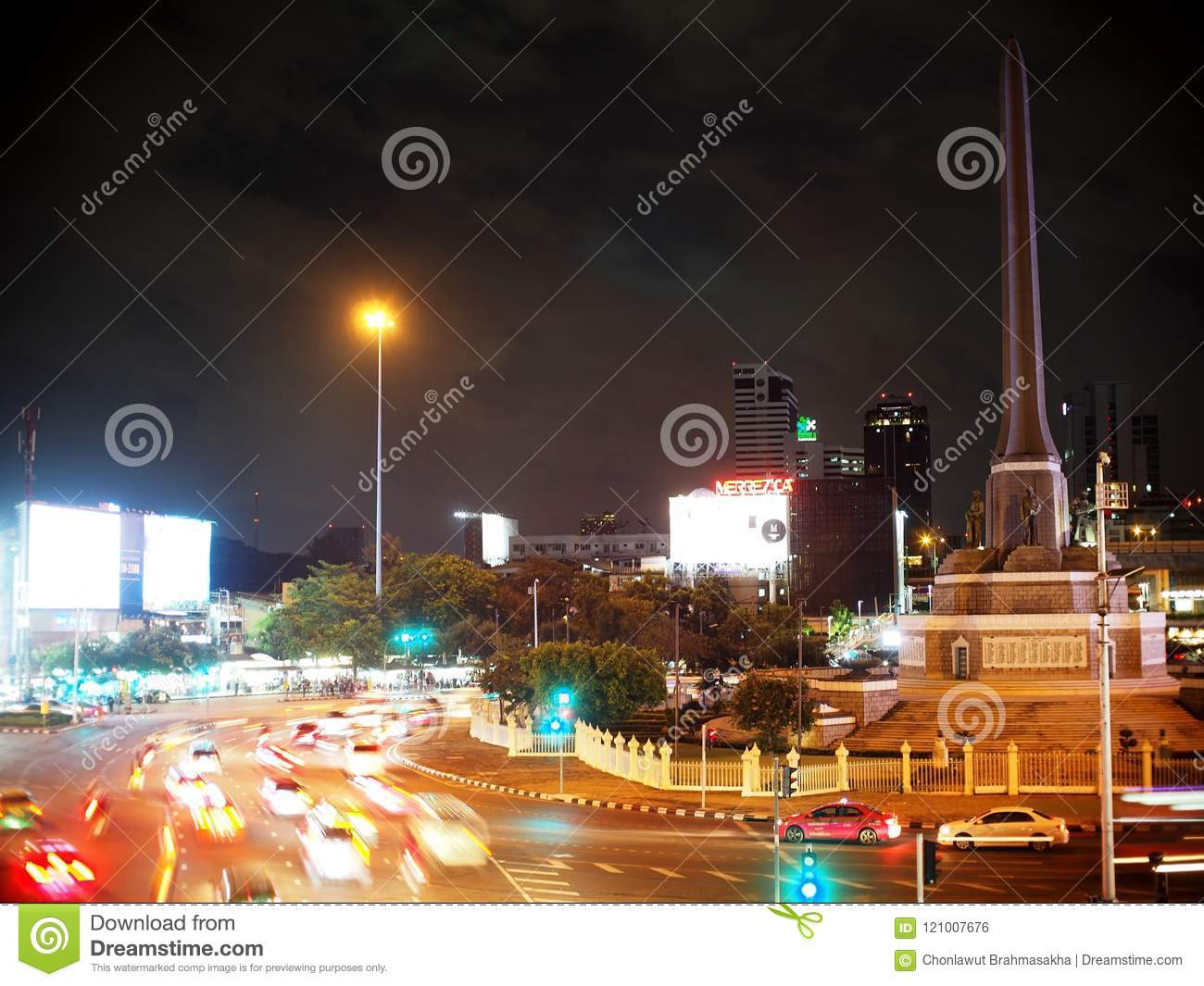 2e2c2dc744 Evening rush hours the streets and pathway around an important transport  hub at the VICTORY MONUMENT