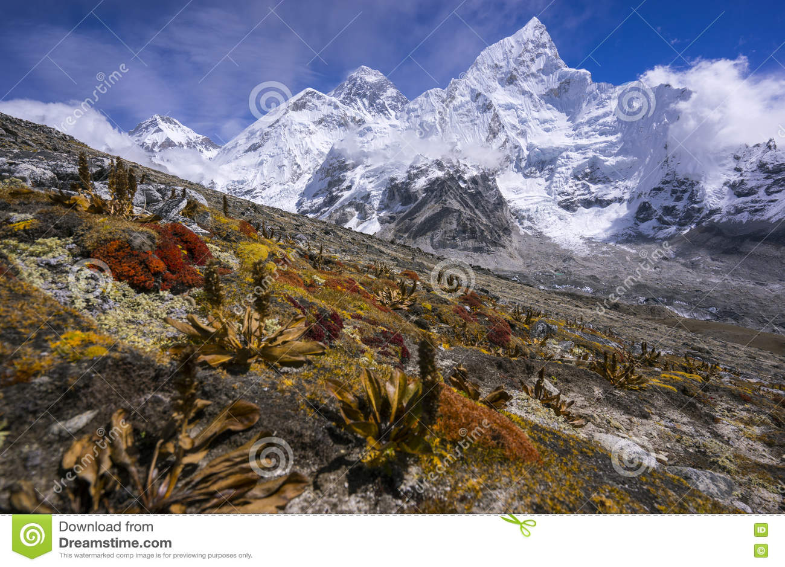 Everest da maneira a Kala Pattar Gorak Shep Durante a maneira ao acampamento base de Everest
