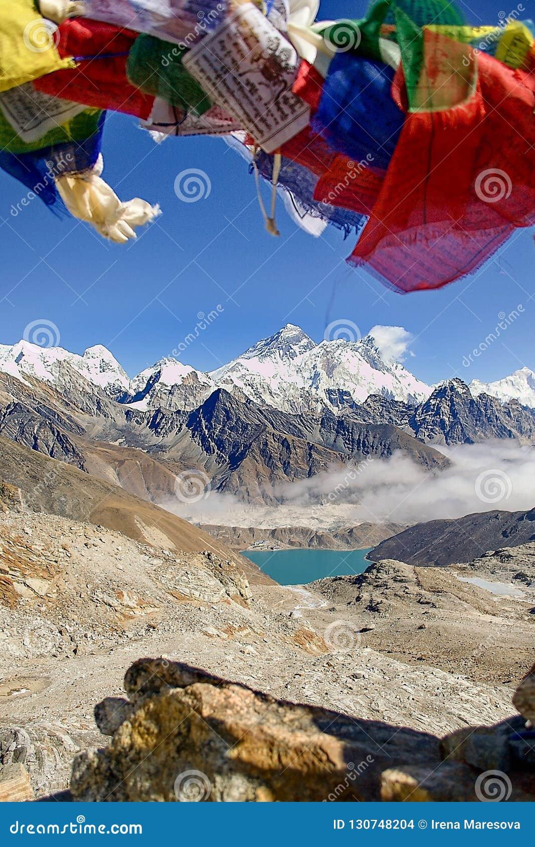 Everest e Lhotse da passagem do La de Renjo