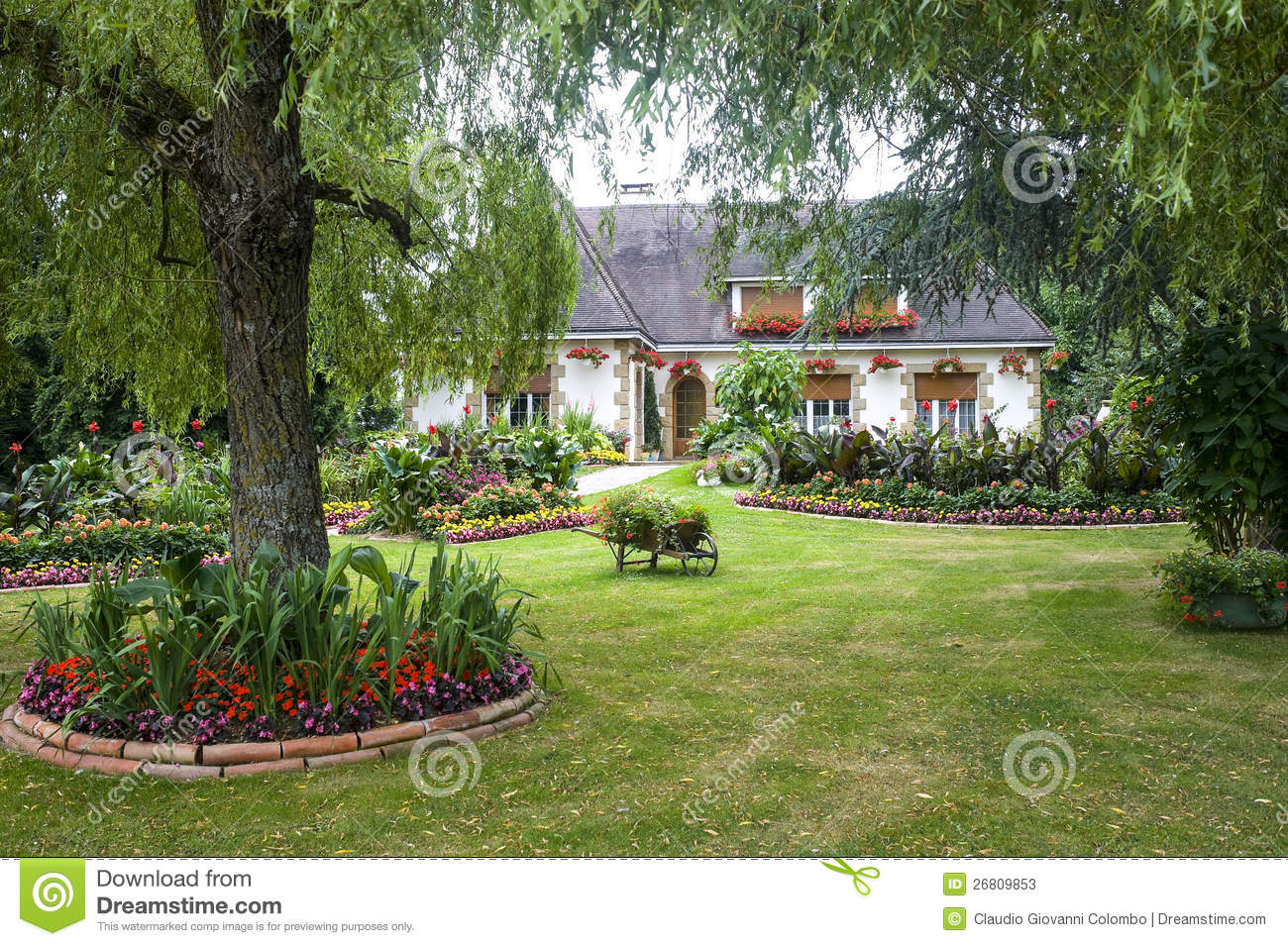 Evron house and garden stock photos image 26809853 House garden pics
