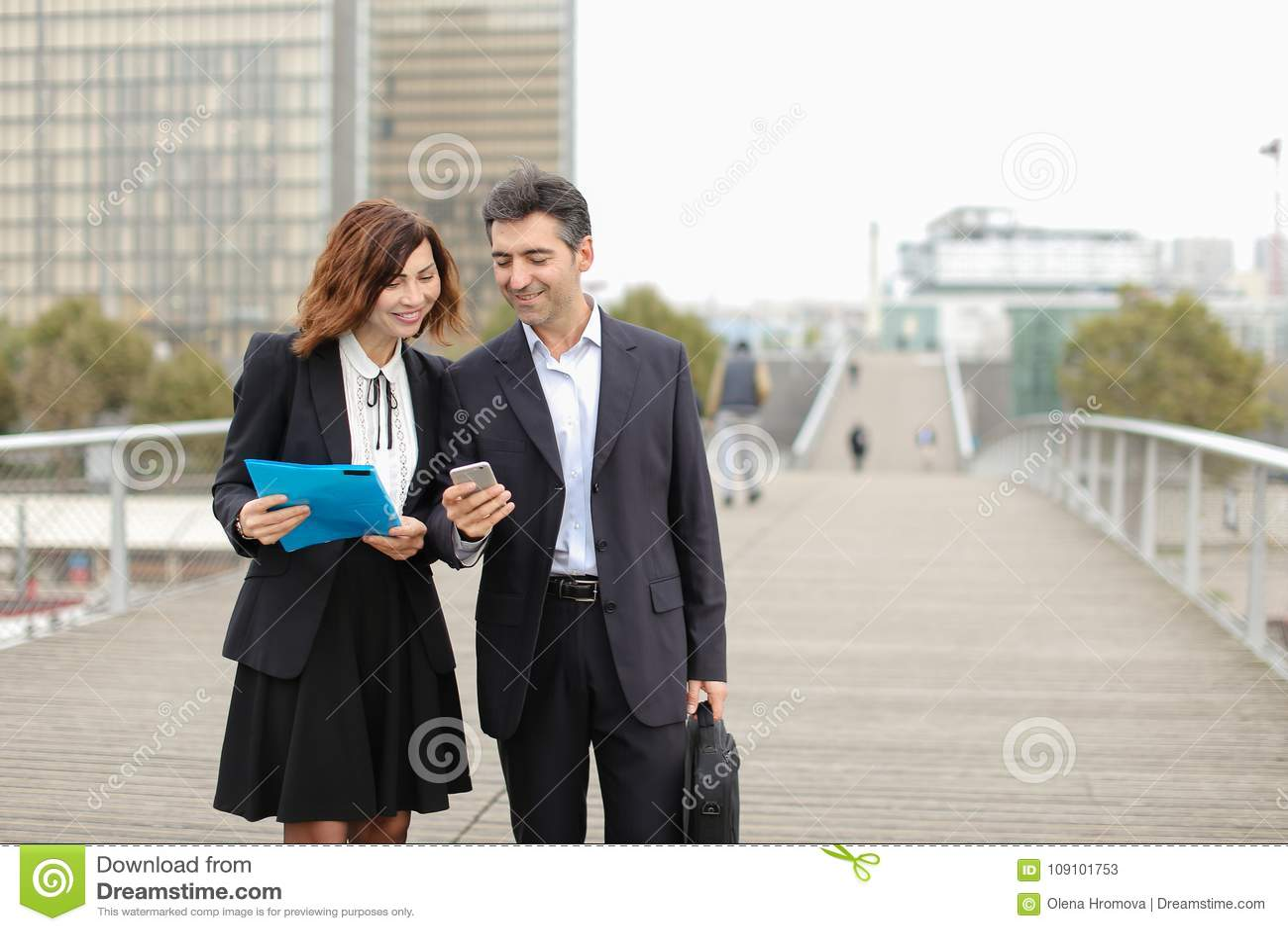 Ex bedrijfsman en vrouw - de klasgenoten kwamen toevallig op st samen