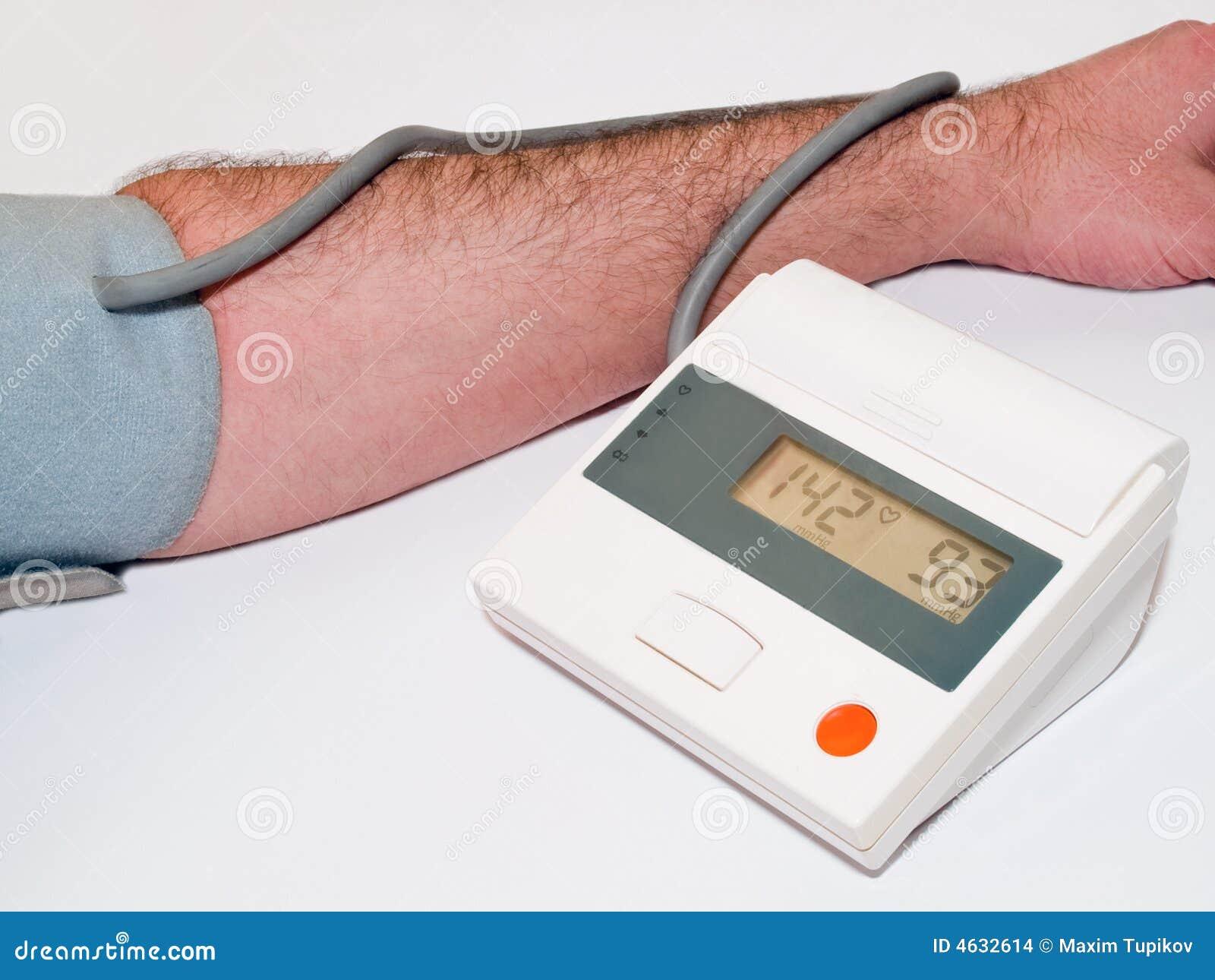 Exame médico da pressão sanguínea com tonometer