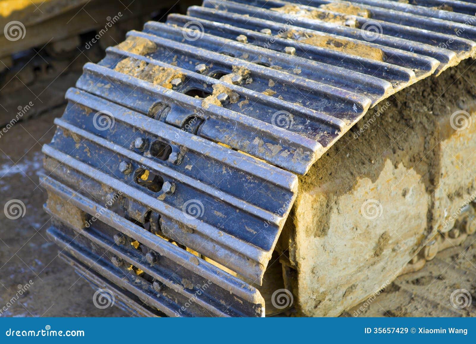 how to change excavator tracks