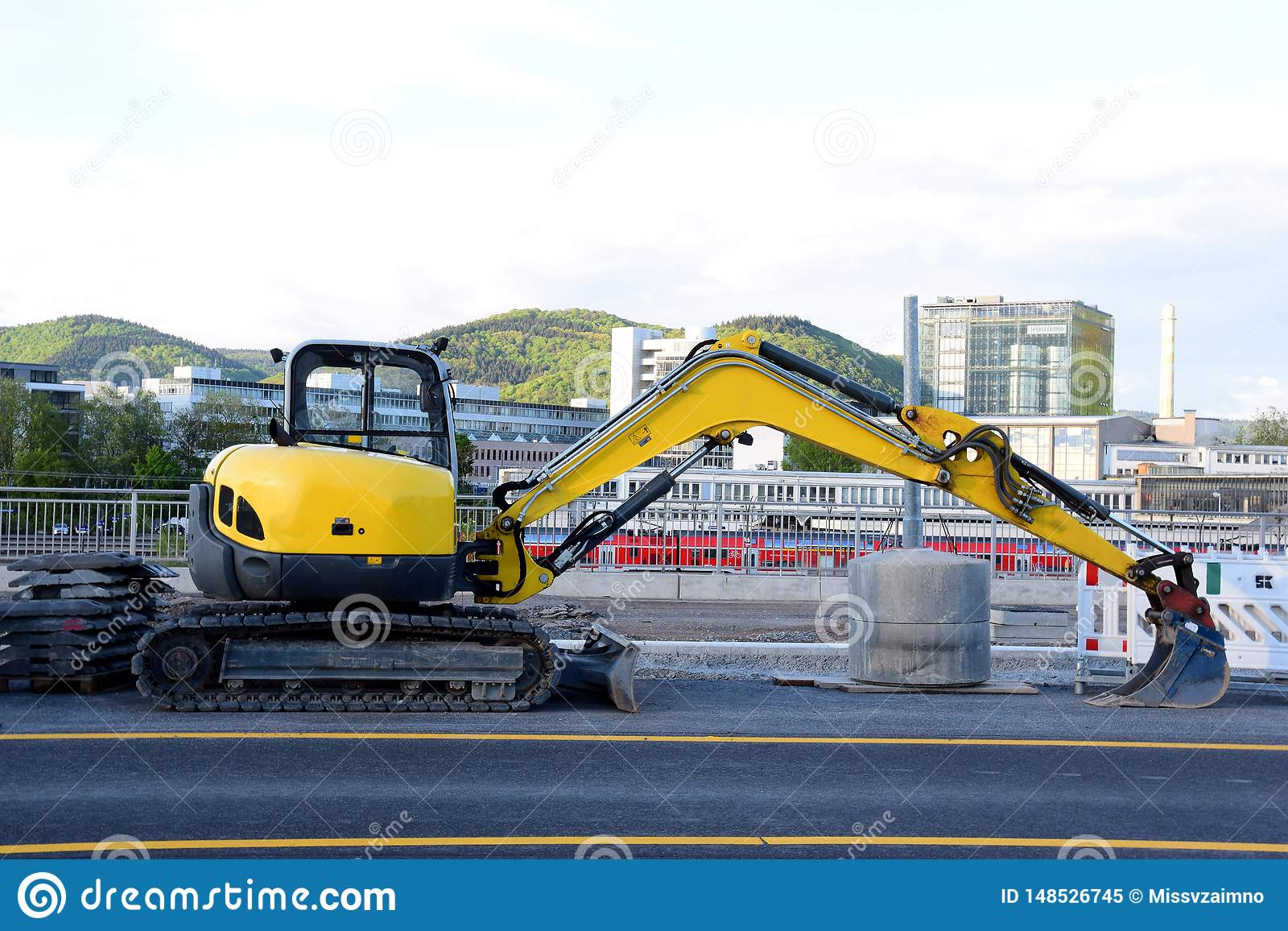 Excavator used for the reconstruction of the roadway in the city