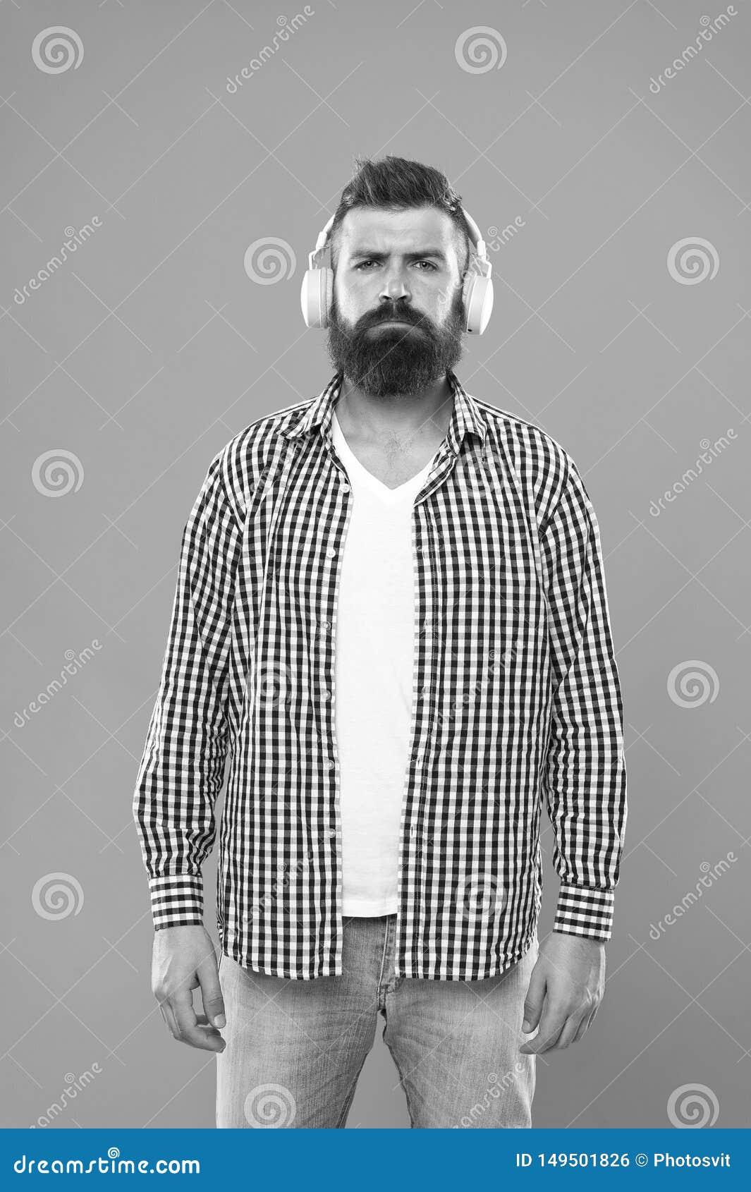 Excellent bruit Concept de biblioth?que de musique Marche avec la musique Citoyen urbain de mode de vie Musique toujours avec moi