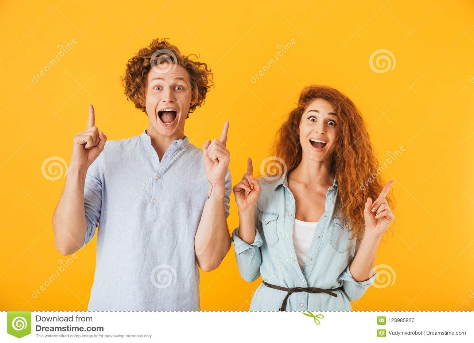 Excited друзья любя указывать пар