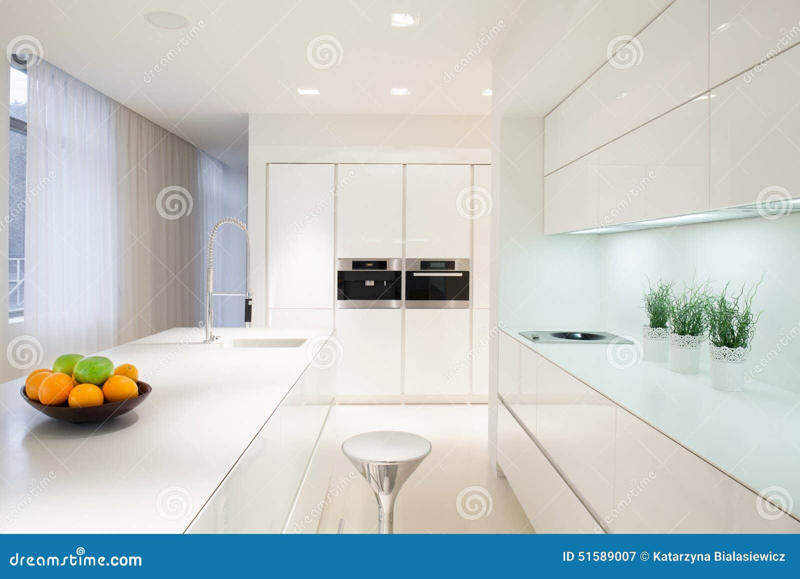 Exclusief wit keukenbinnenland