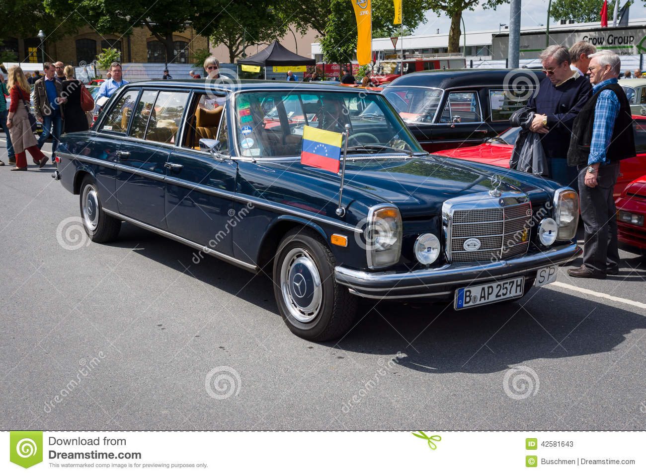 Executive car mercedes benz 220 diesel w115 lang for Mercedes benz diesels