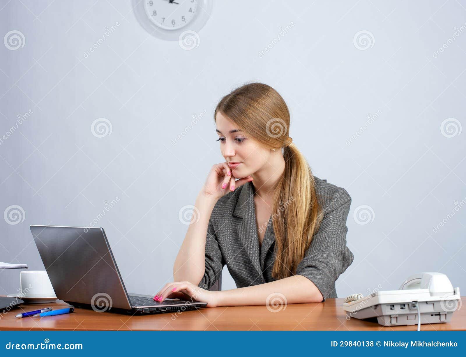 Trabalho executivo fêmea novo