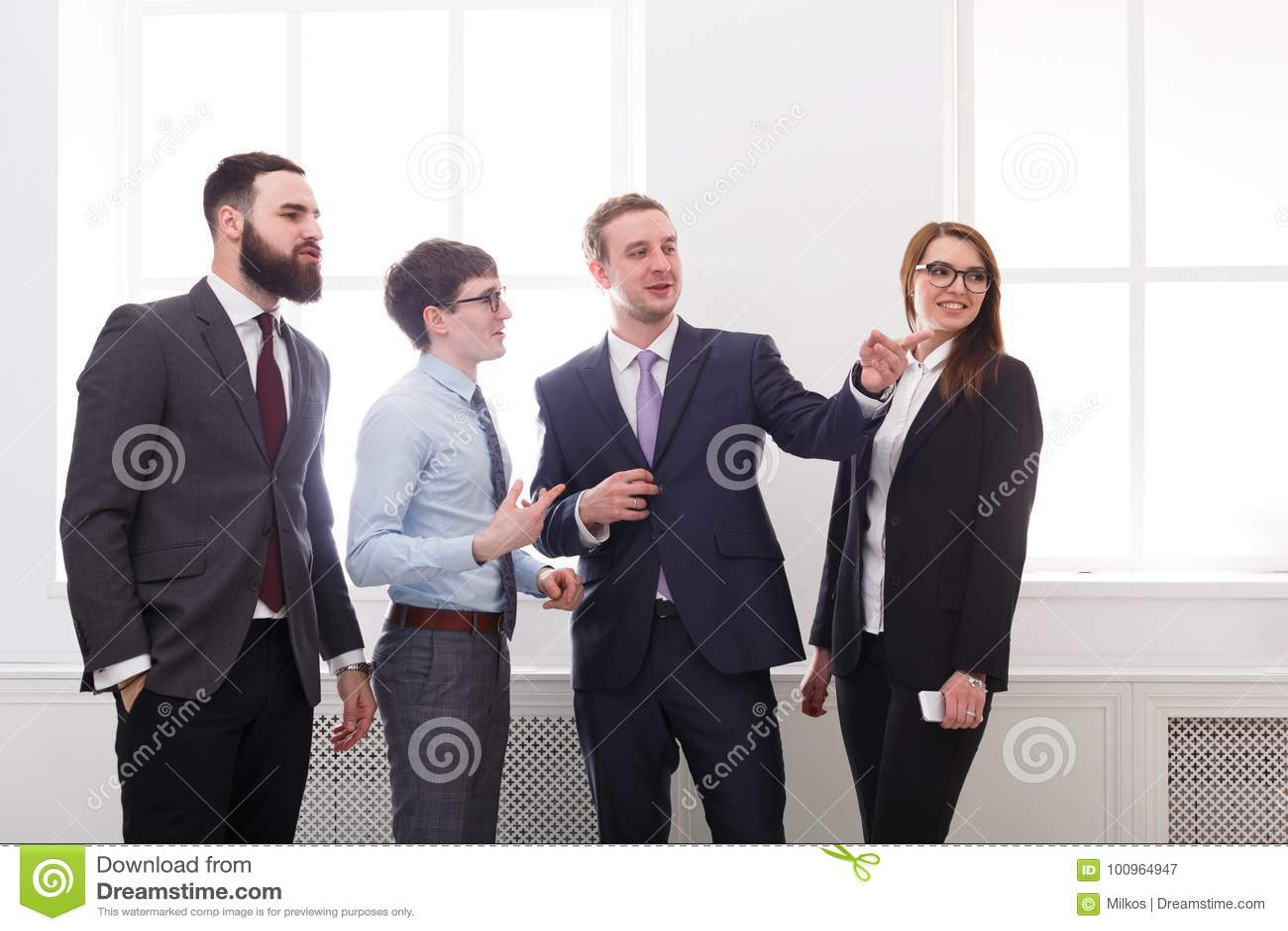 Executivos da reunião, discussão incorporado Sucesso Conceito dos trabalhos de equipa Vida do escritório