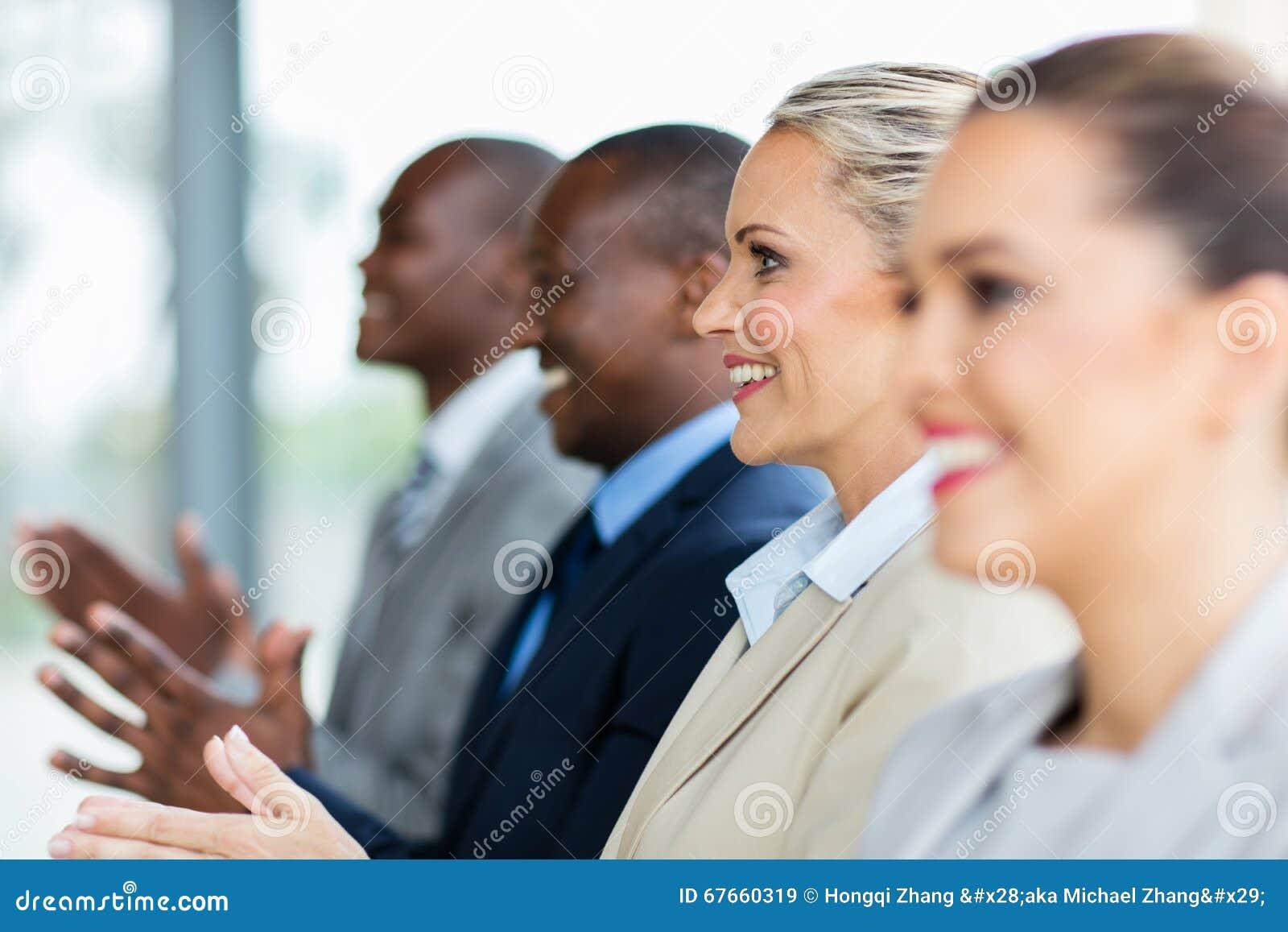Executivos que aplaudem