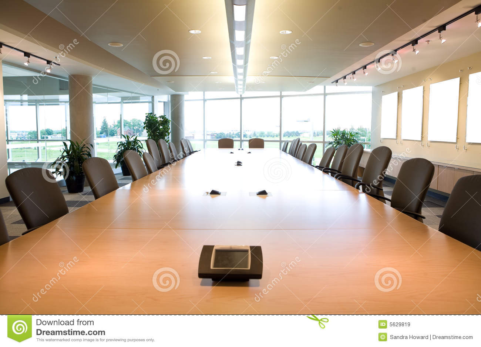 Executivsitzungssaalkopfansicht In Sauberes Büro Stockbild Bild