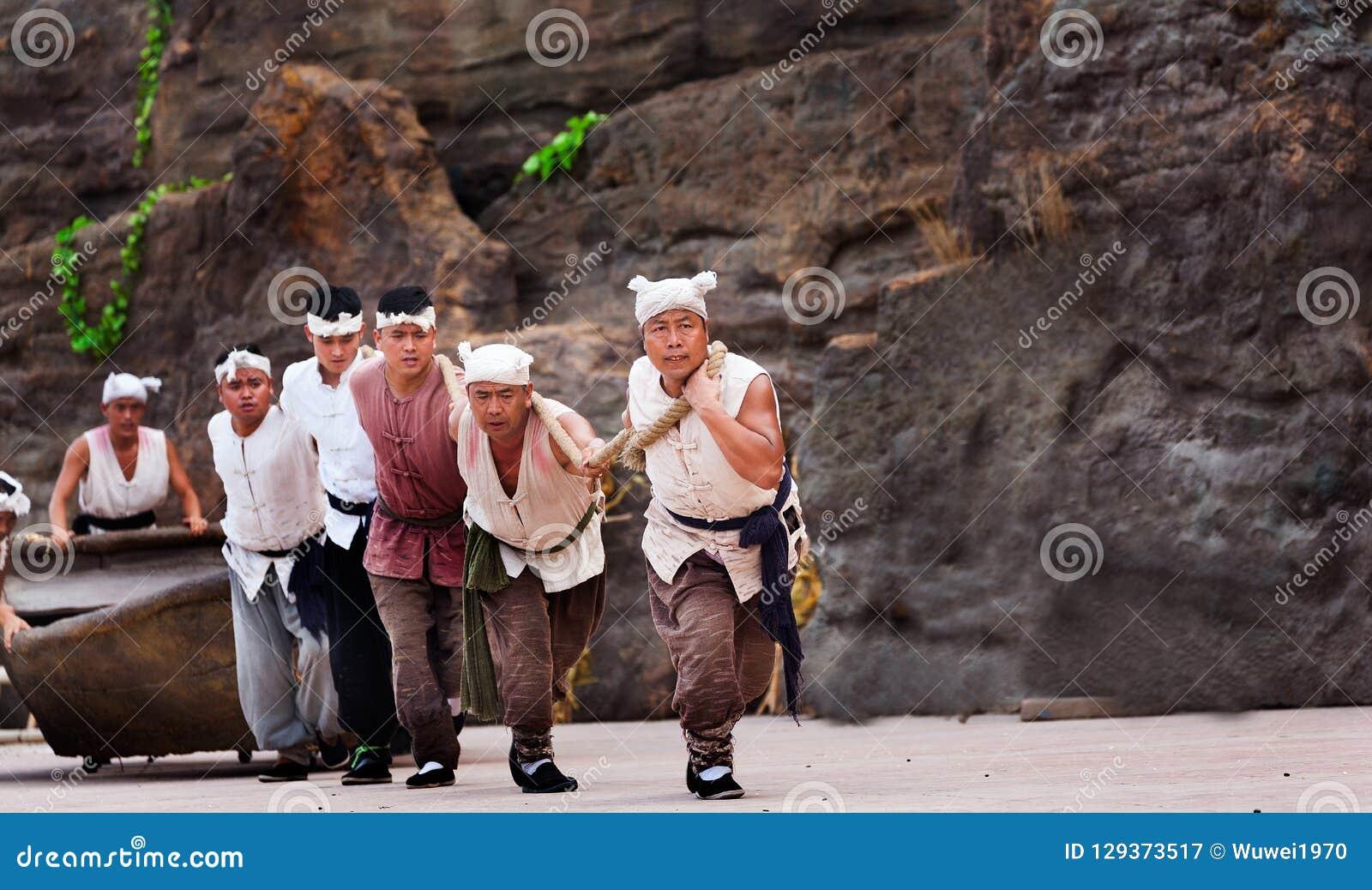 Executor da cachoeira do hukou em China