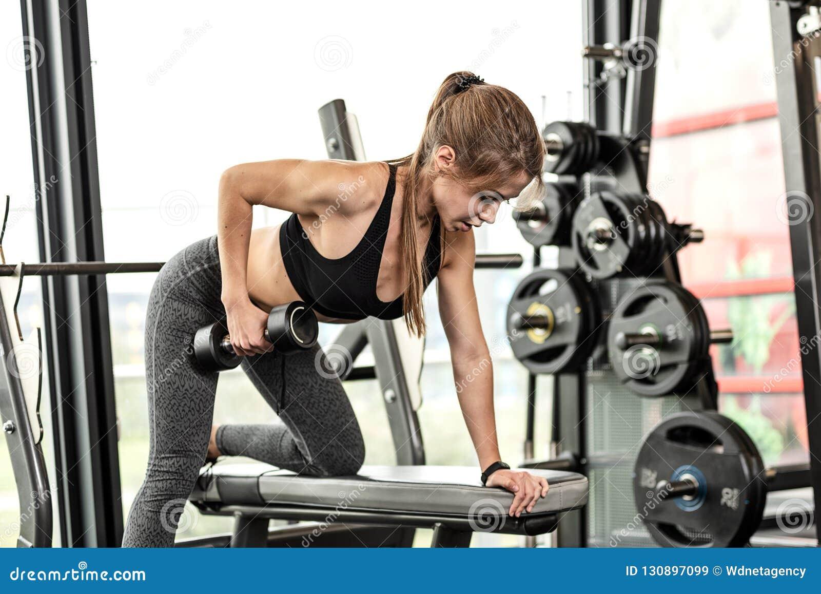 Exercício atlético da menina