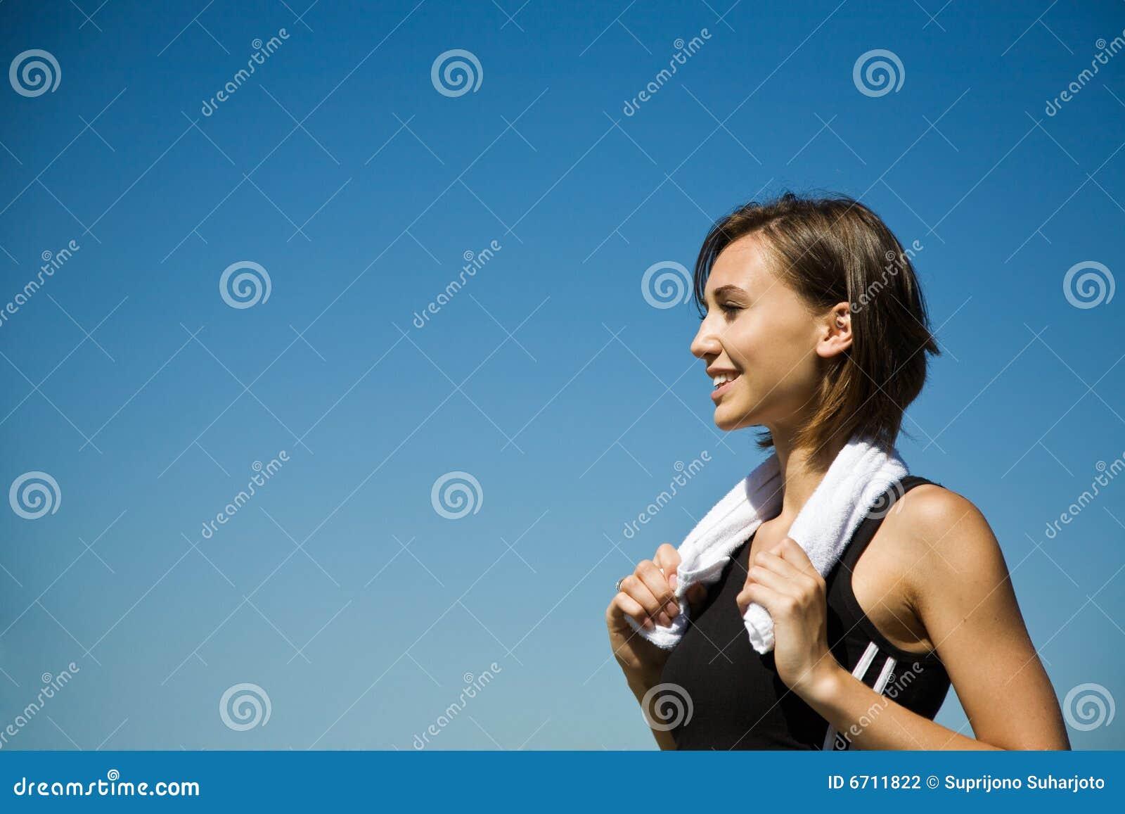 Exercício caucasiano desportivo da menina