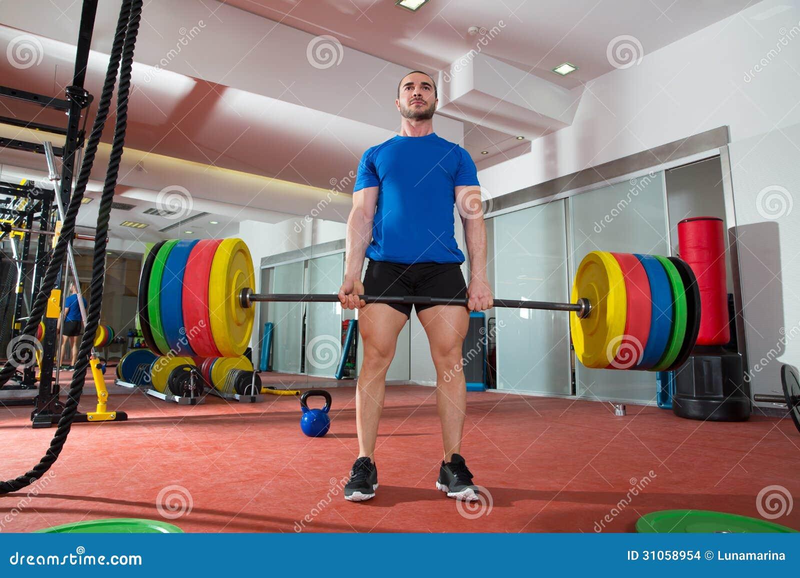 Exercício de levantamento pesado do homem da barra do gym da aptidão de Crossfit