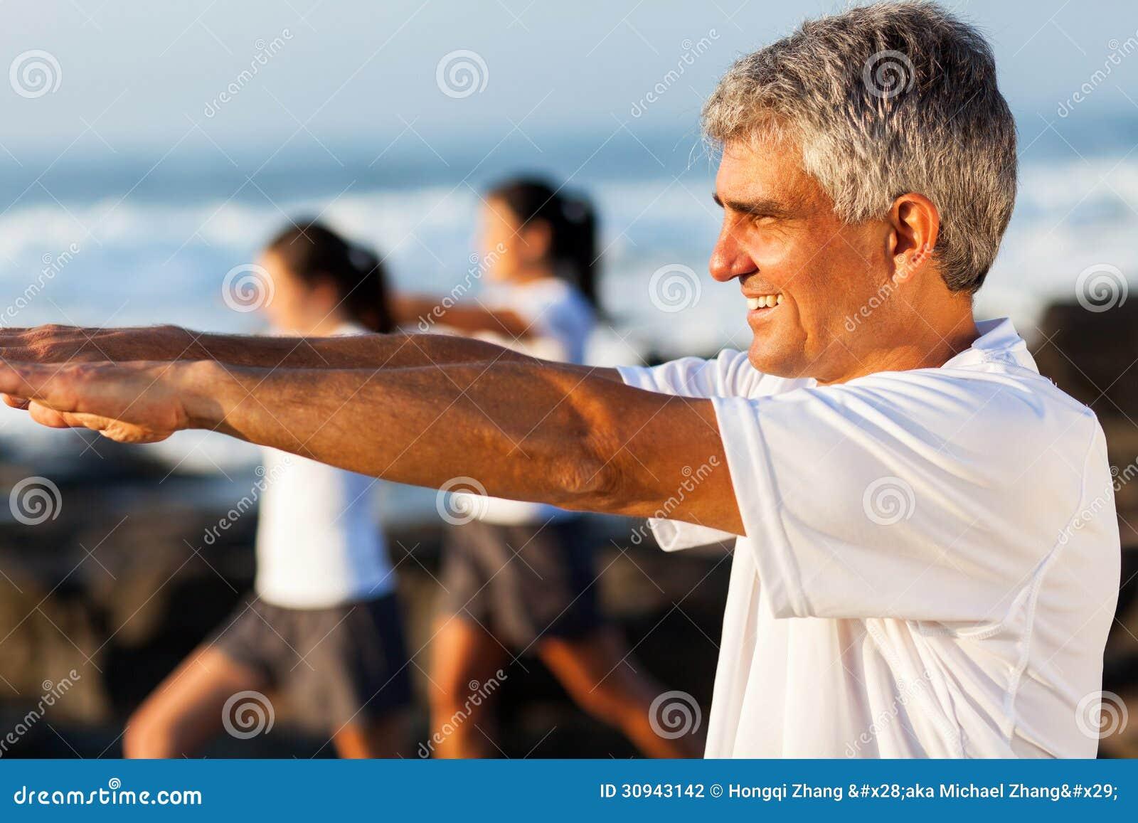 Exercício envelhecido meio do homem