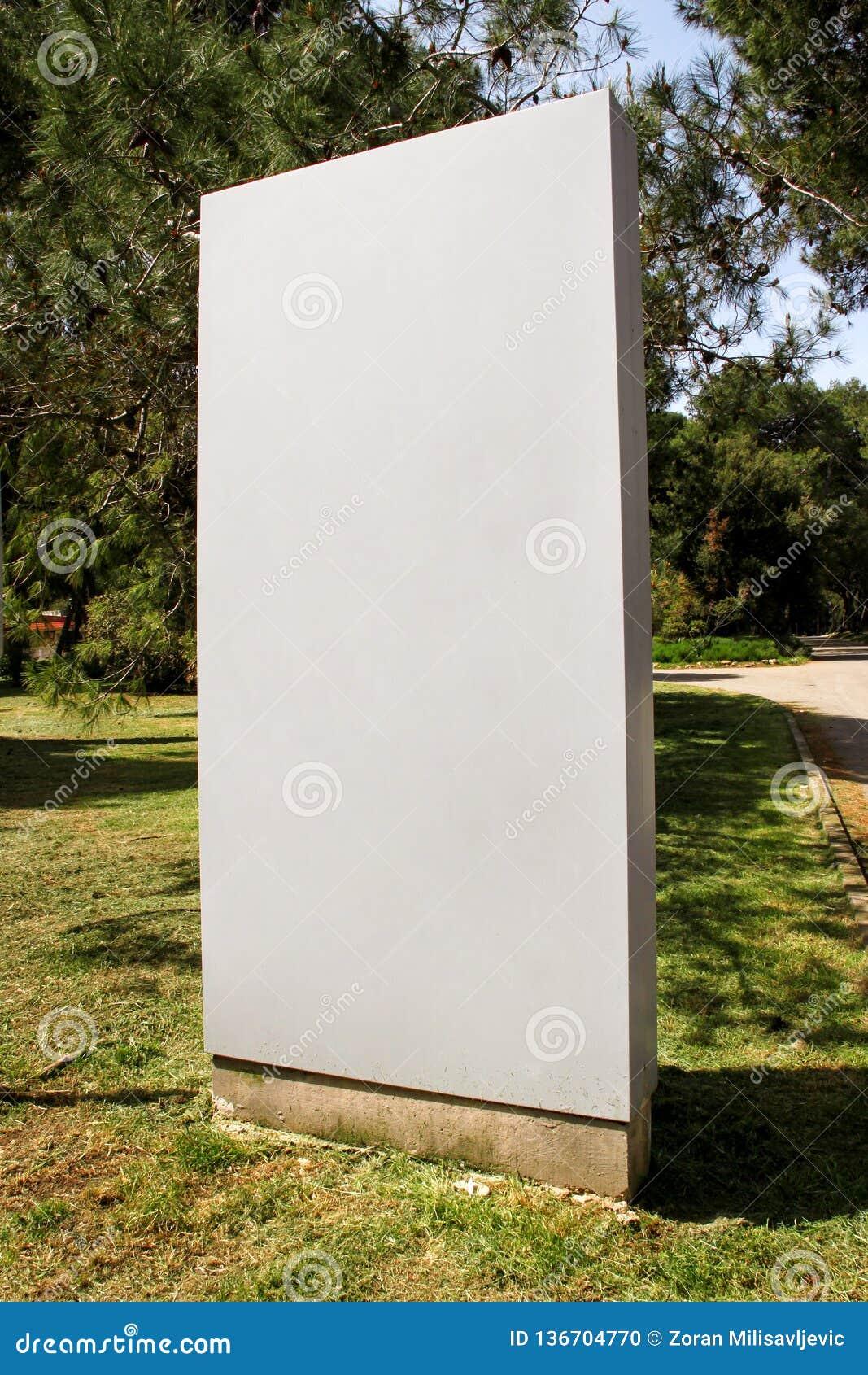 Exhibición de la cartelera de publicidad del espacio en blanco de la calle, tabla del aviso Agencias de publicidad