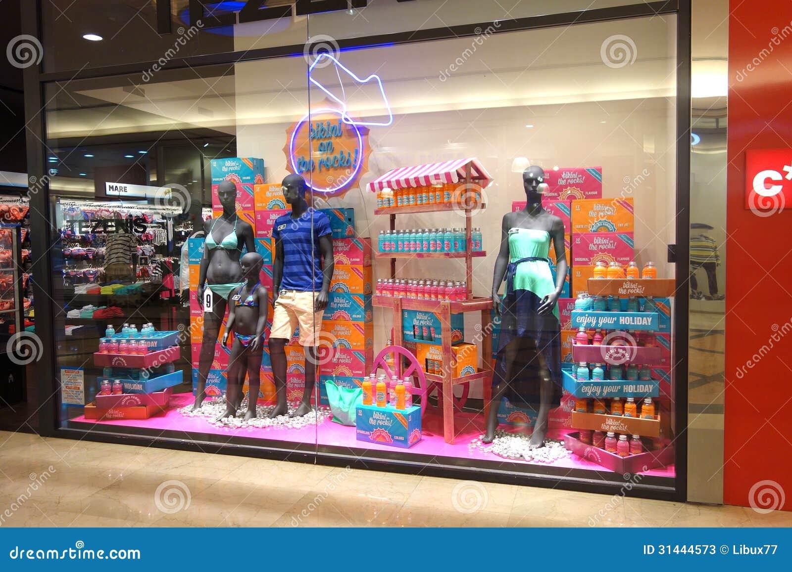 Exhibici 243 N De La Ventana De Tienda Del Desgaste Del Verano
