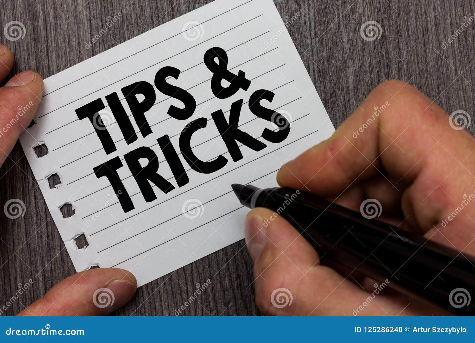 A exibição conceptual da escrita da mão derruba e engana Homem acessível apresentando das habilidades das recomendações do consel