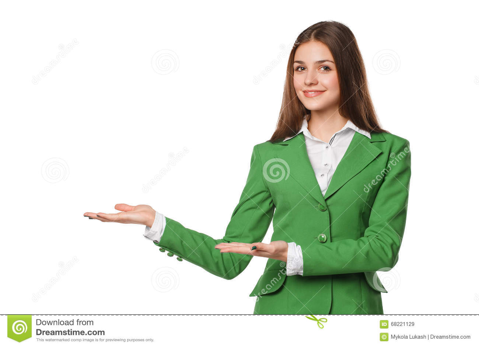 A exibição de sorriso da mulher abre a palma da mão com espaço da cópia para o produto ou o texto Mulher de negócio no terno verd