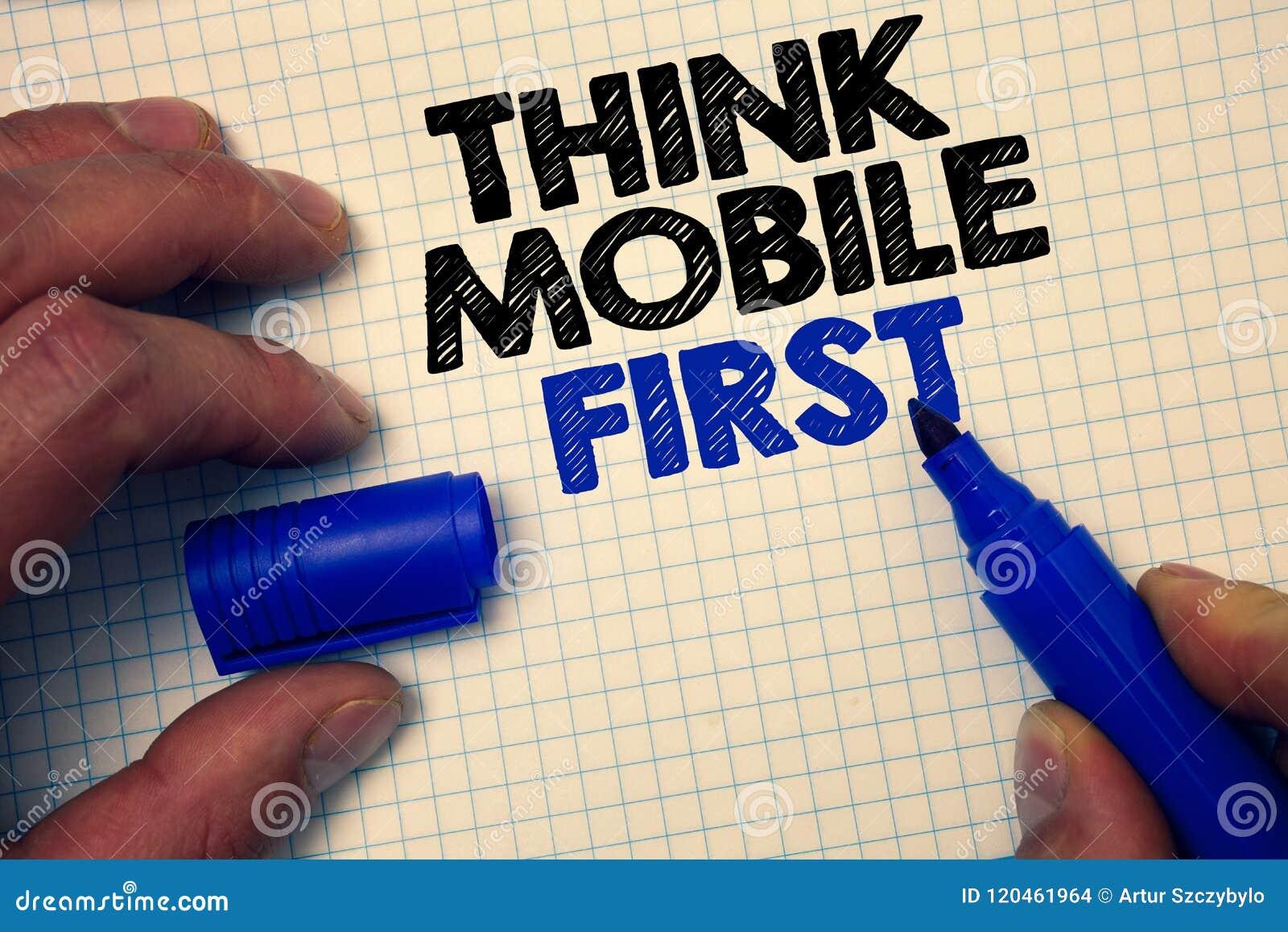 A exibição do sinal do texto pensa os legados Handheld da foto conceptual do móbil primeiramente que introduzem no mercado cinza