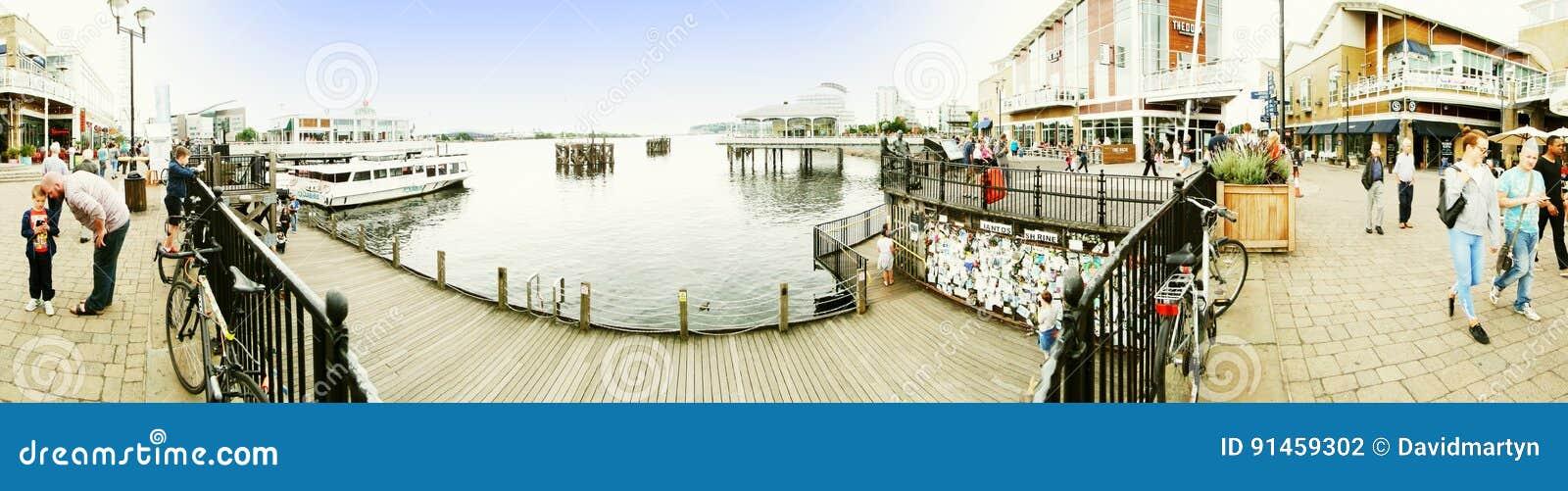 EXKLUSIV - Panorama von Cardiff-Docks